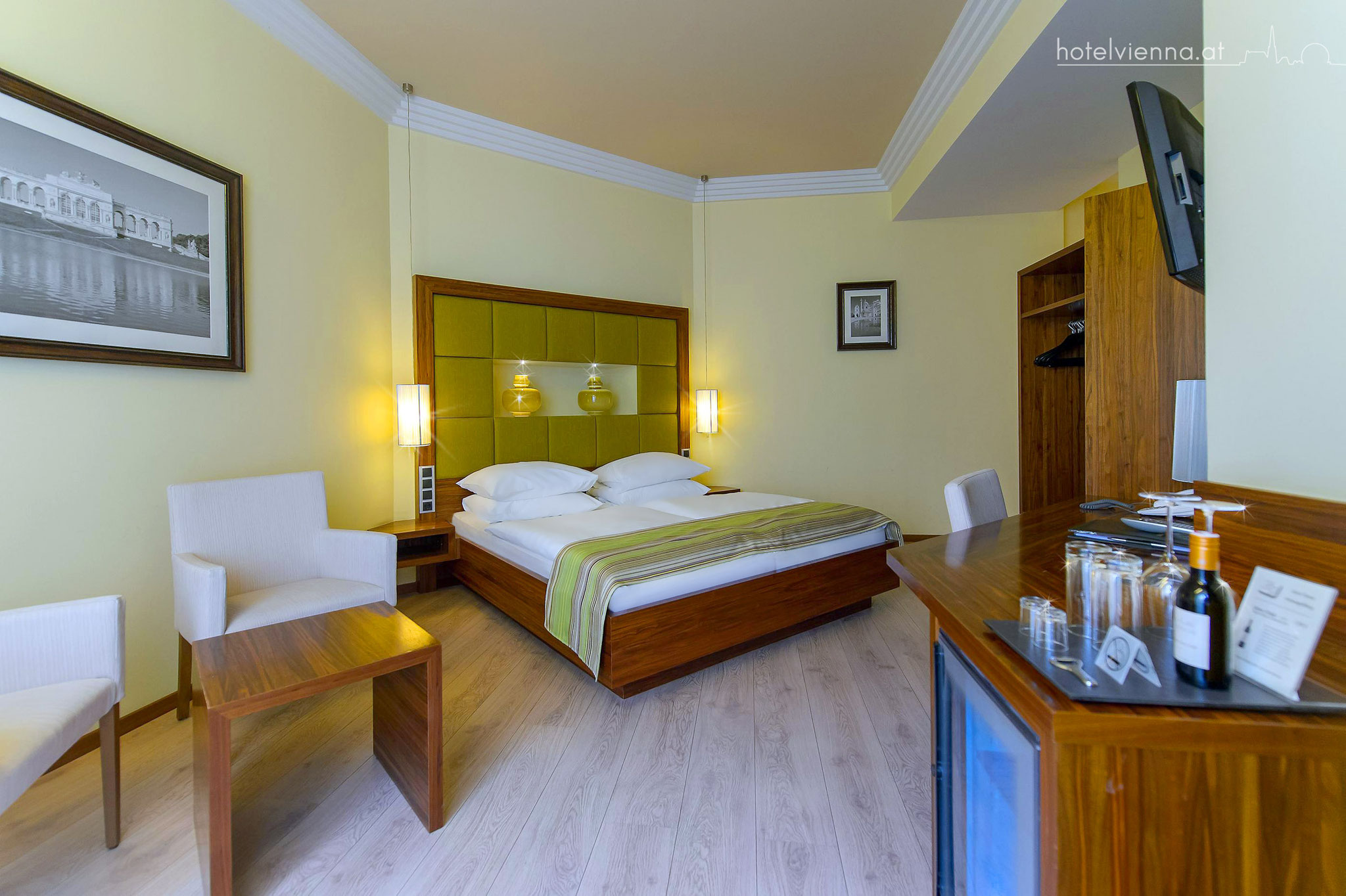 Hotel Vienna triple room