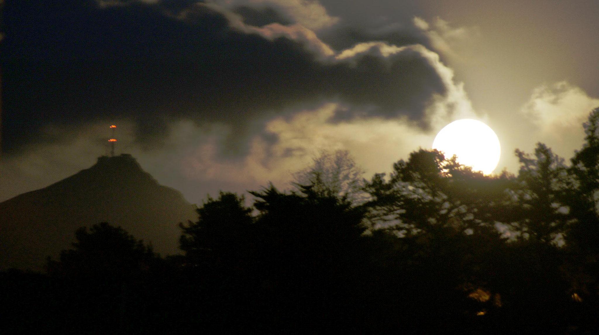lever de lune sur la Rhune Pays Basque