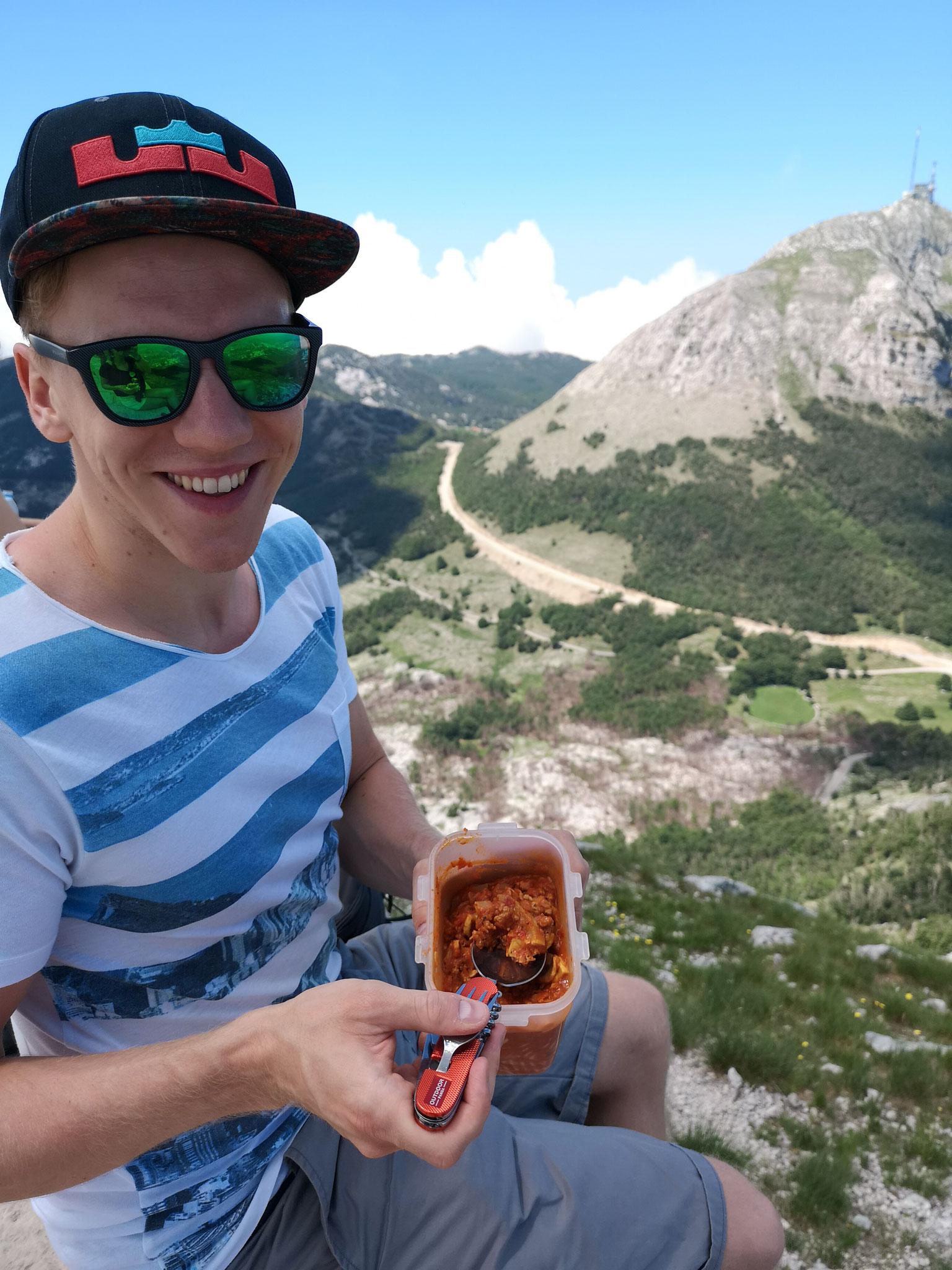 Brotzeit bei der Wanderung im Lovcen Nationalpark