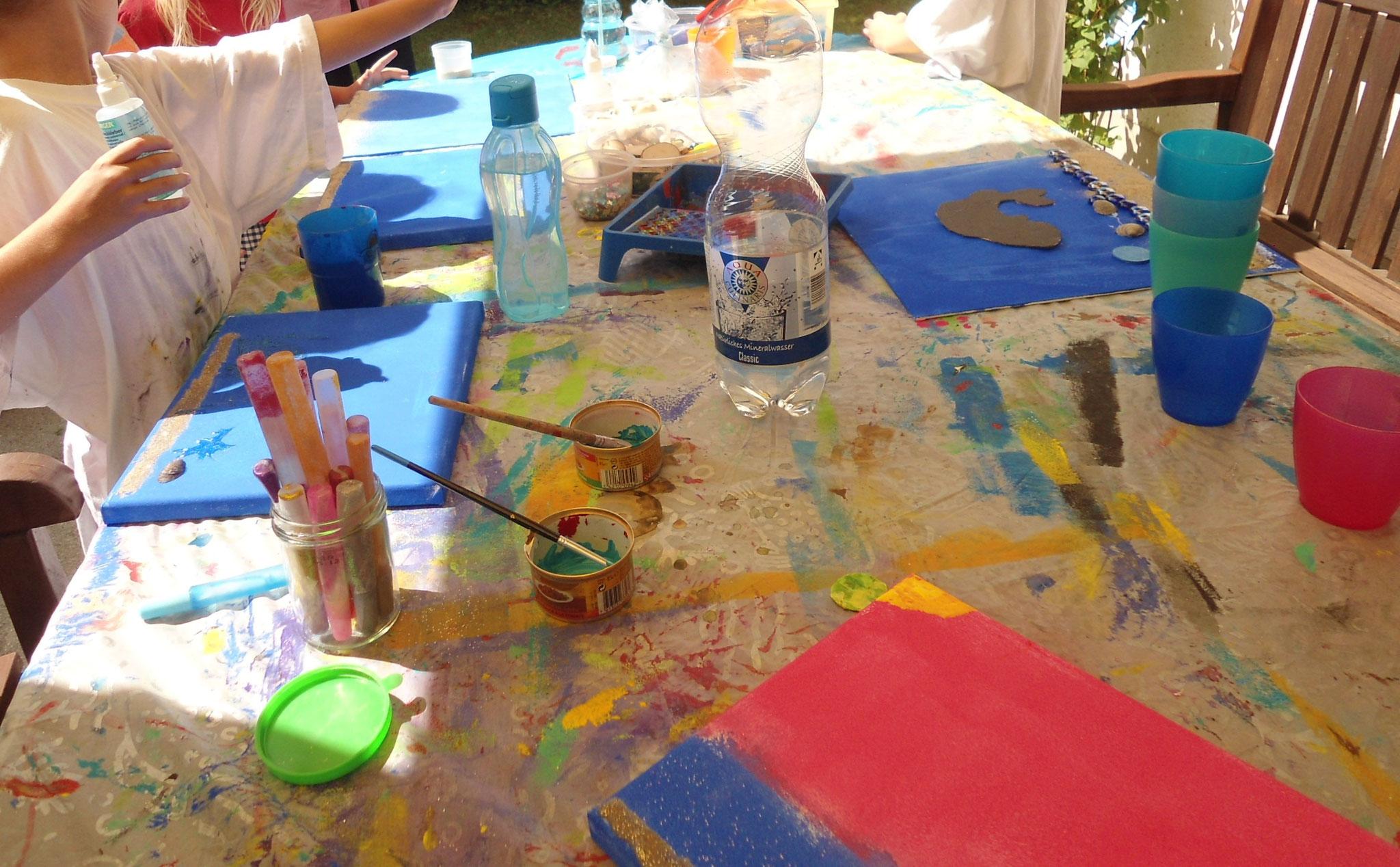 Hintergrunde mit Acrylfarbe gerollt
