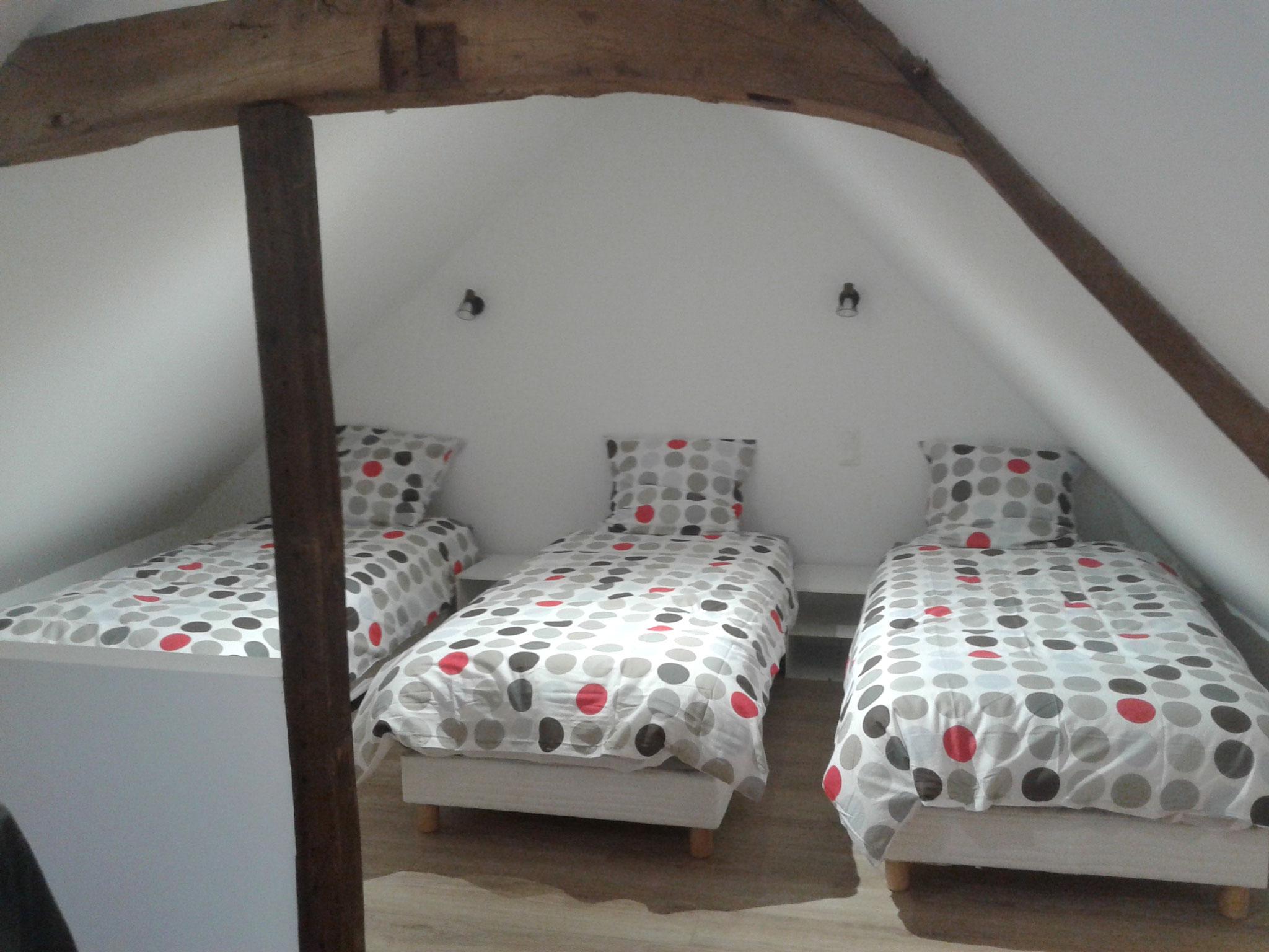 une chambre mansardée pour trois personnes