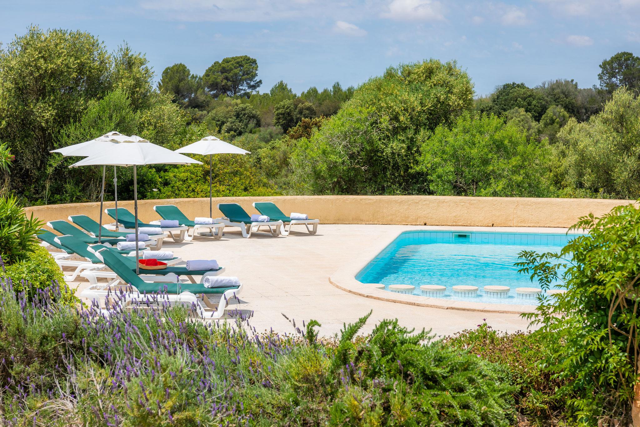 Pool mit Ausblick auf die Umgebung