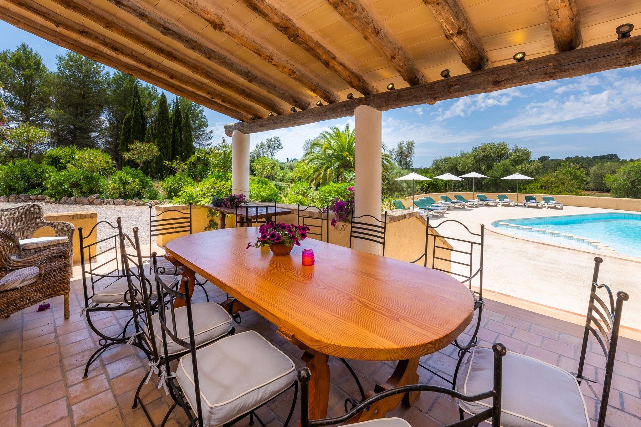 Terrasse mit Poolzugang
