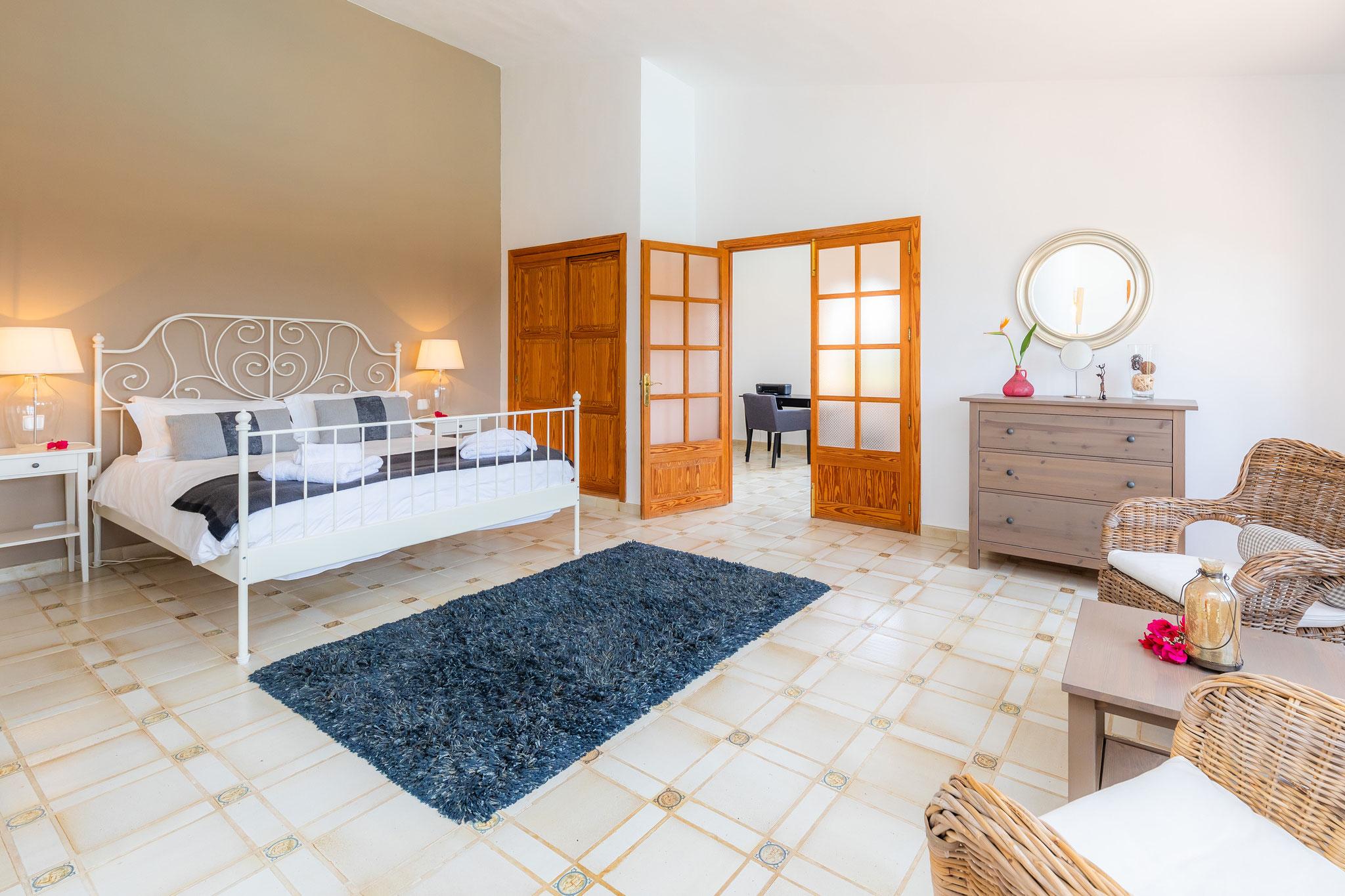 dormitorio principal con salón