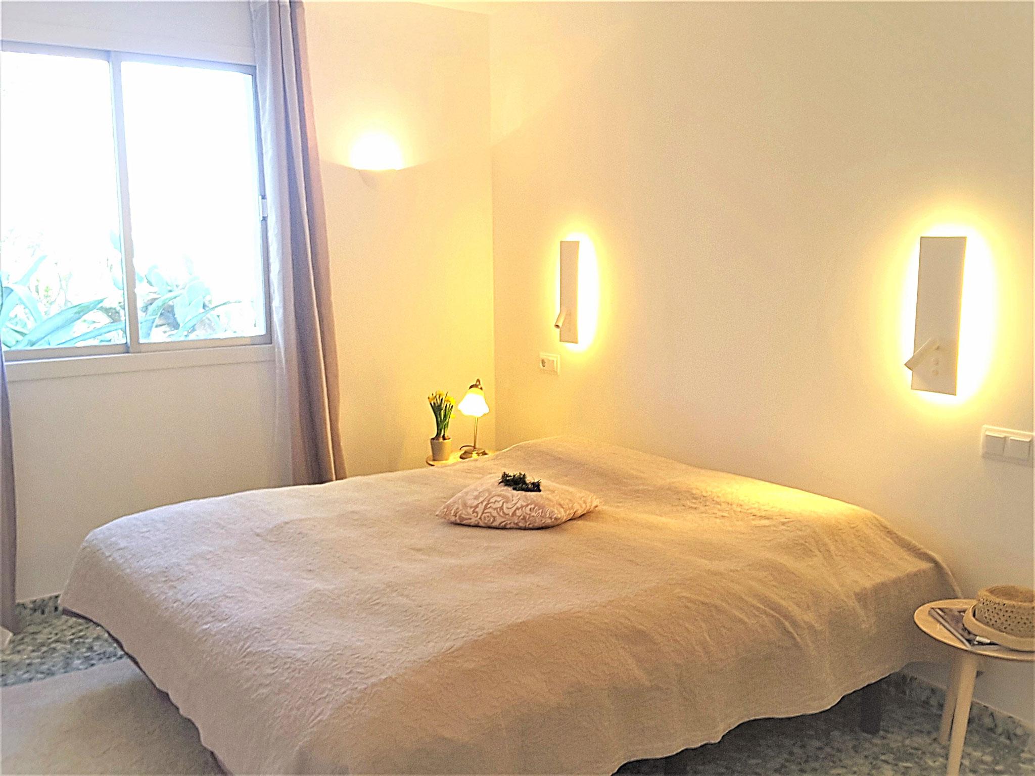 dormitorio con cama doble 1,80 x 2,00 m