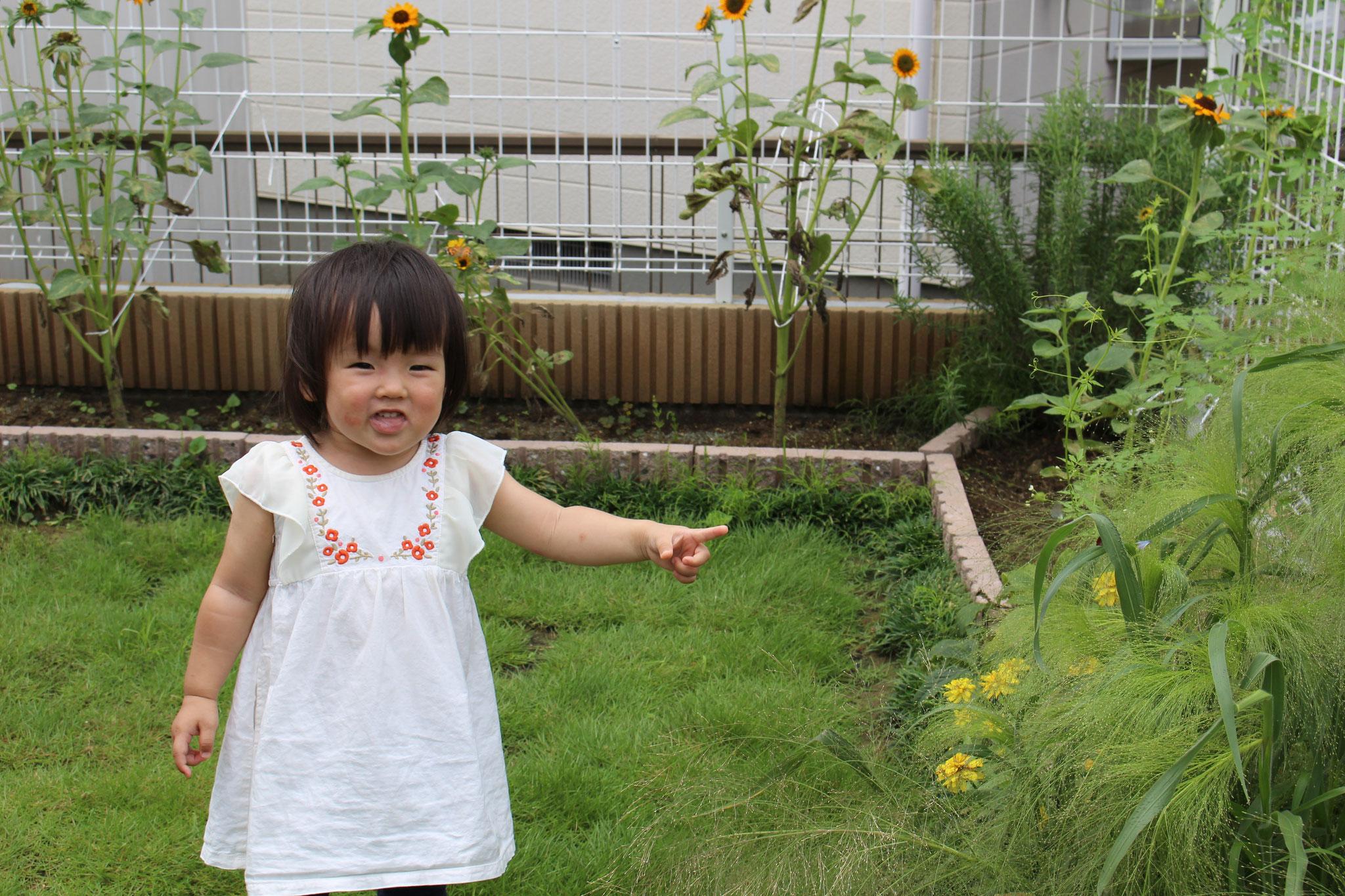 何かを 見つけて 大喜び❣ 屈託のない笑顔が また魅力的です!(^^)!