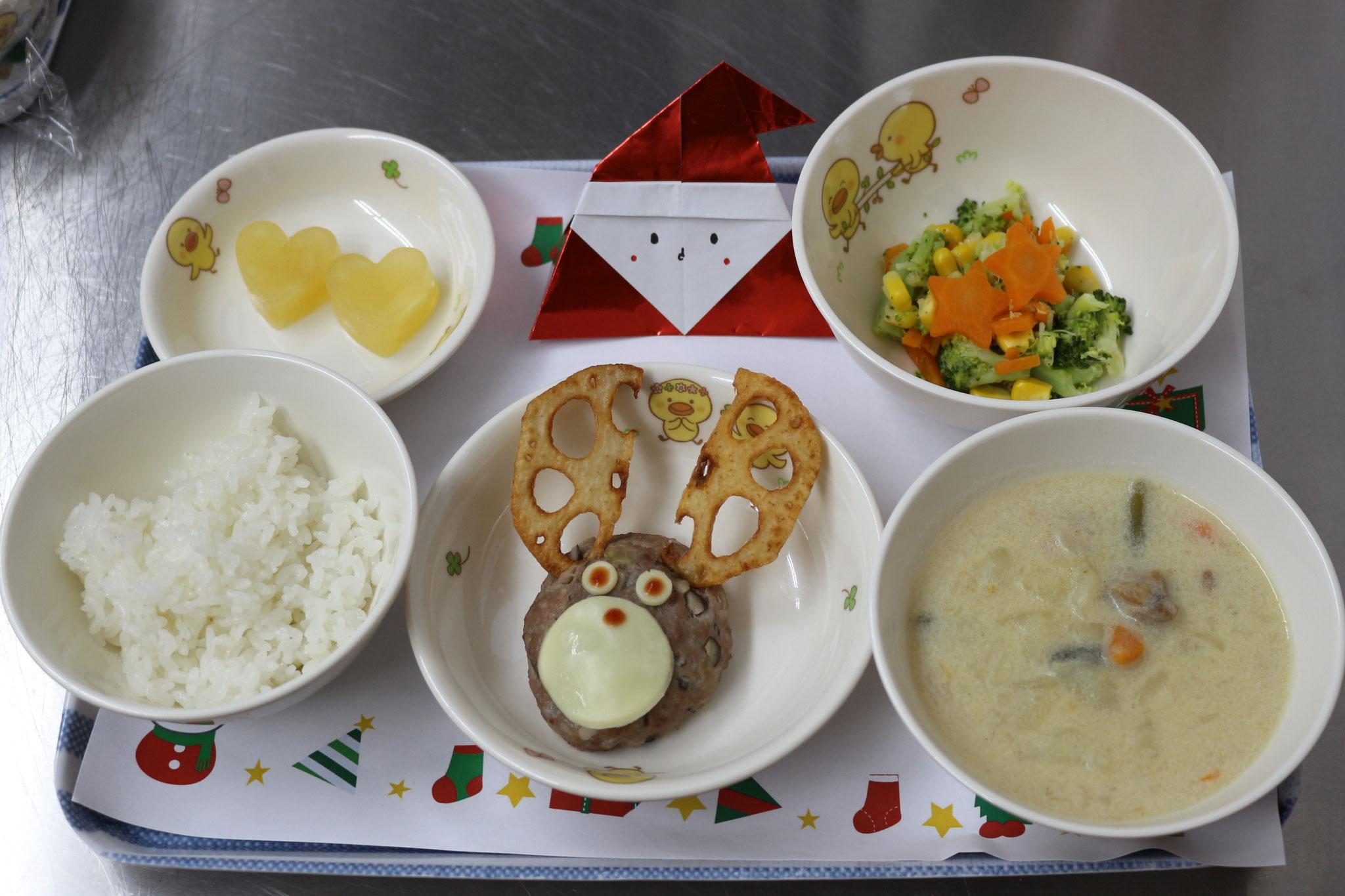 Xmas行事食では美味しいトナカイハンバーグと 調理員手作りサンタさん😊 (人''▽`)ありがとう☆