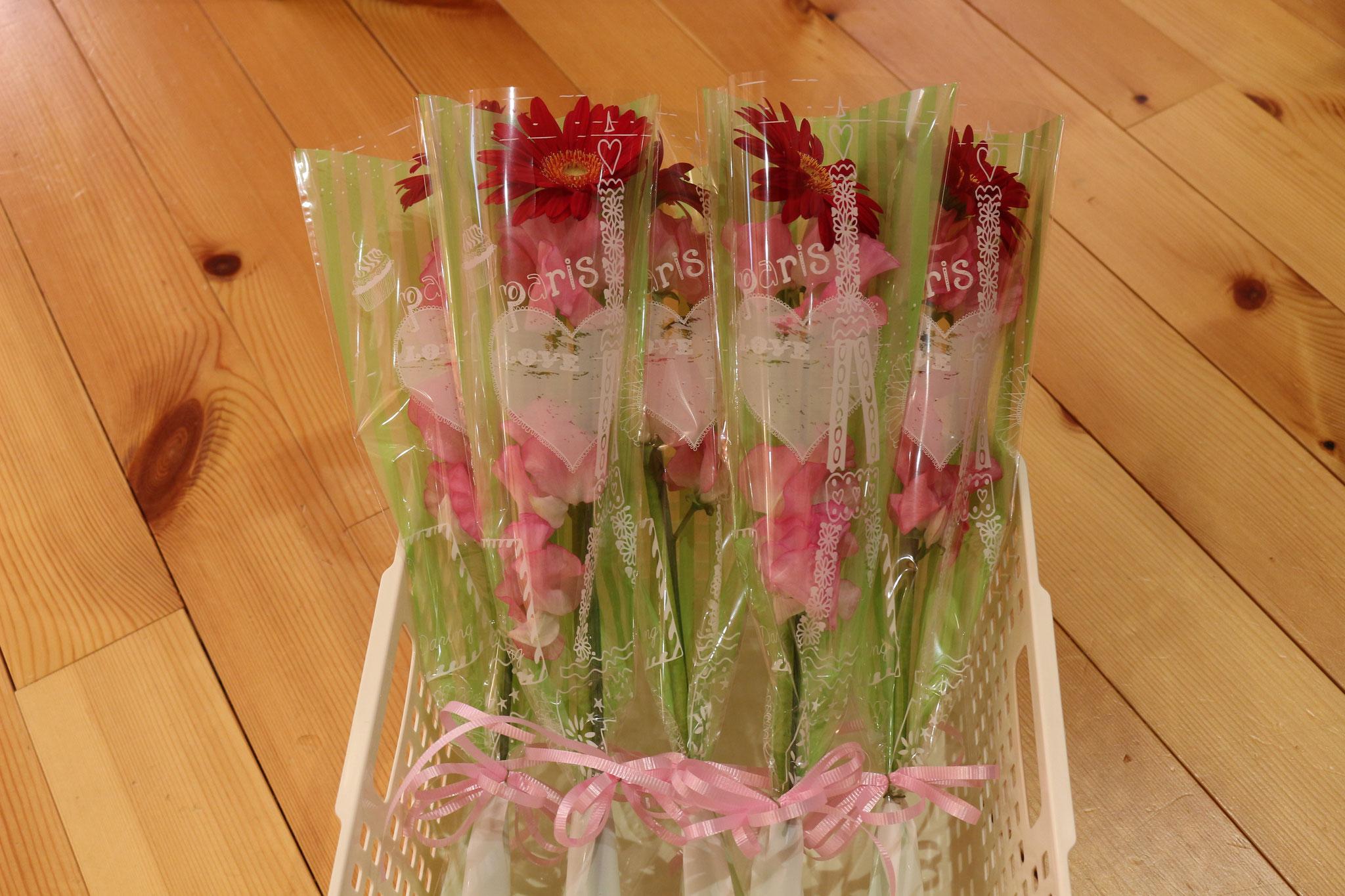 ママとパパには感謝の花を手に