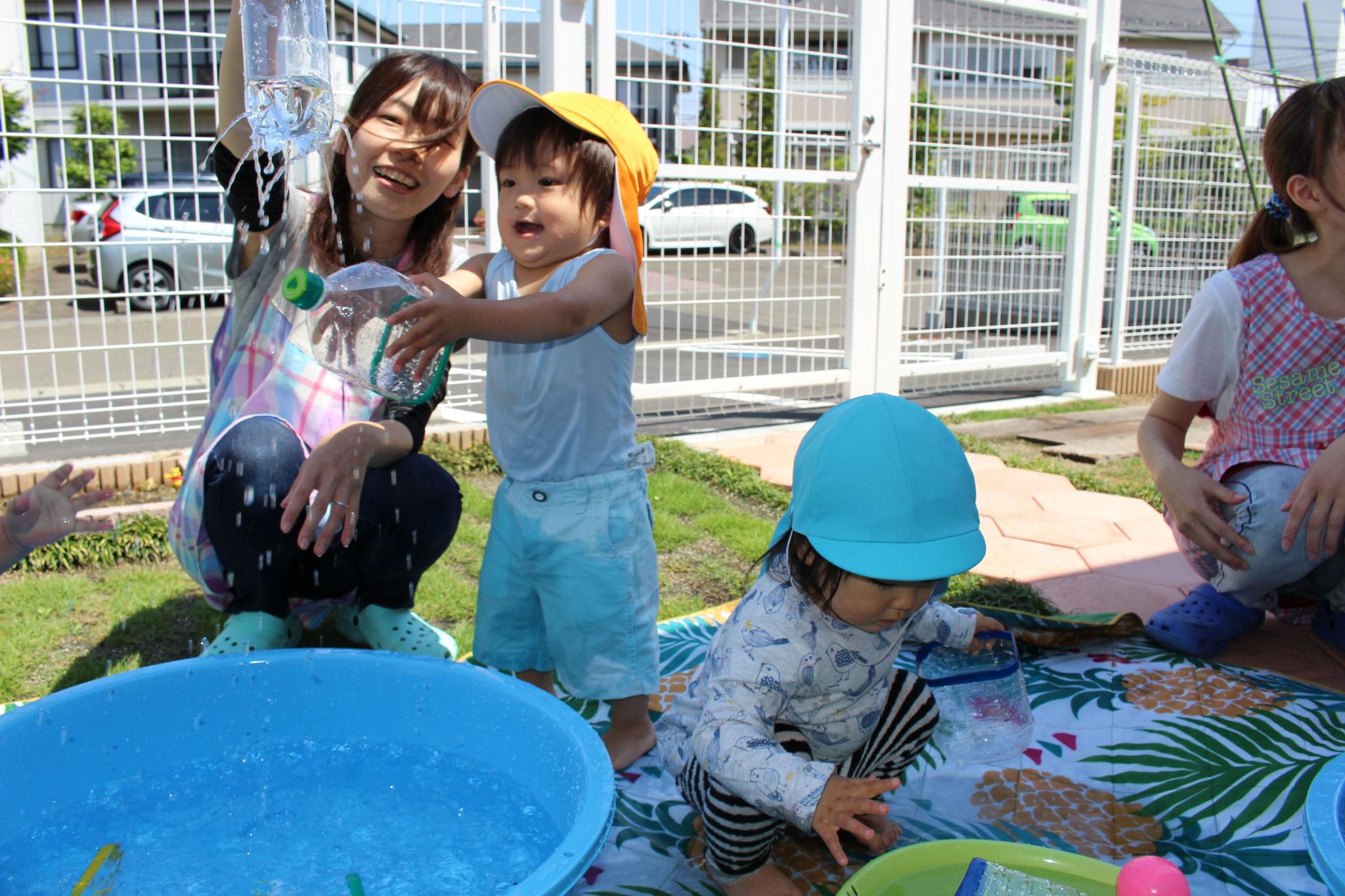 水遊びでは 水と触れ合う 楽しさが 実感できたね~ 濡れたけど その感触も おもしろかったね(o^―^o)ニコ