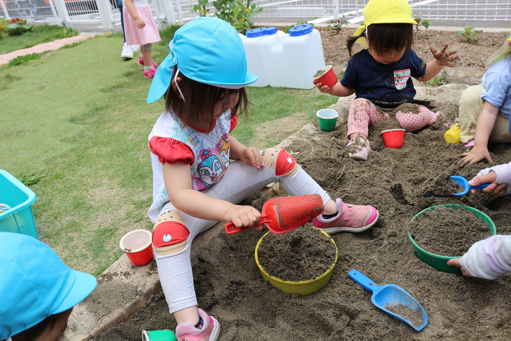 園庭活動④砂場あそび