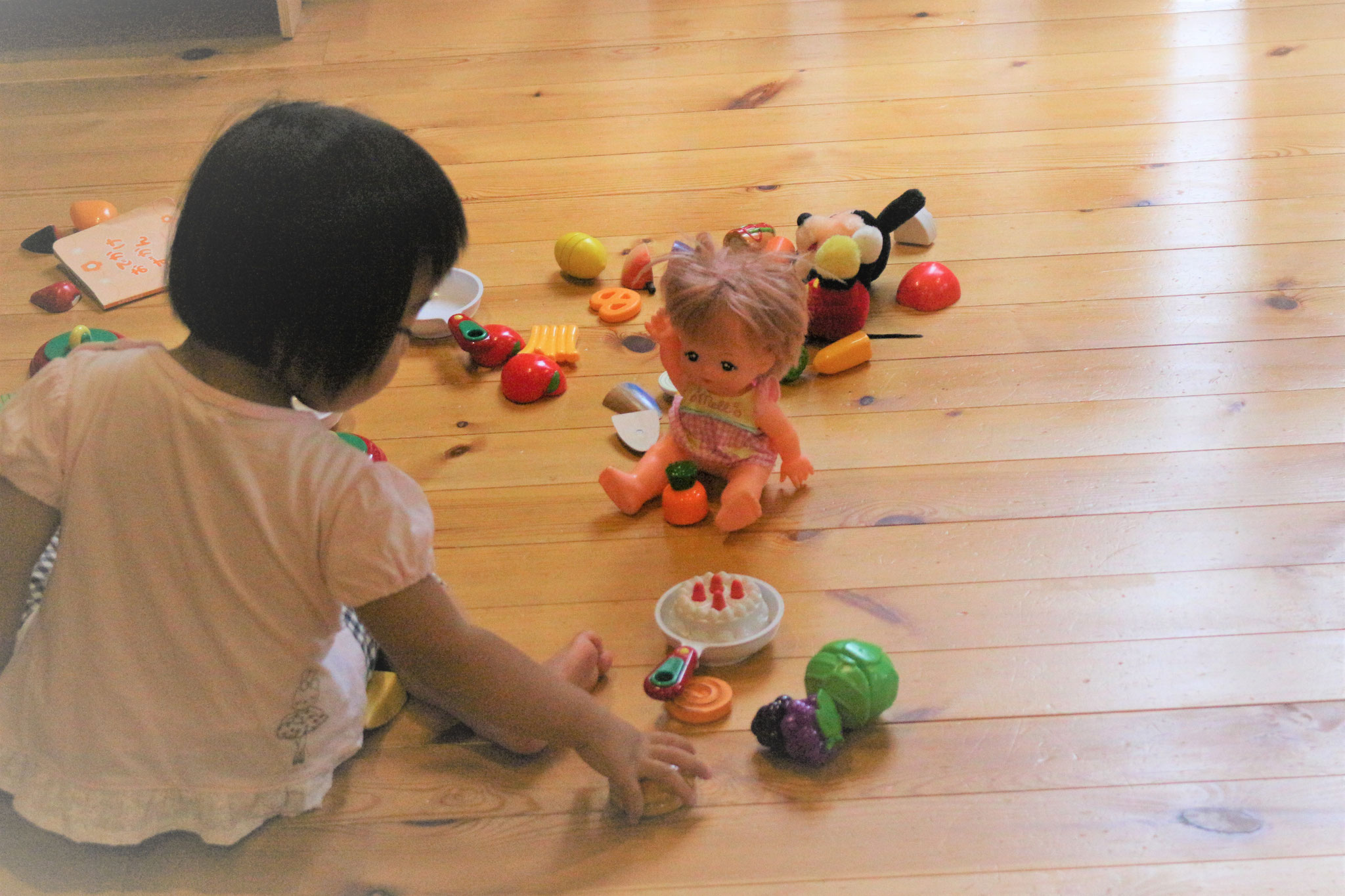 メルちゃんとままごと遊び  8月も夢中に遊びこんでいきます。
