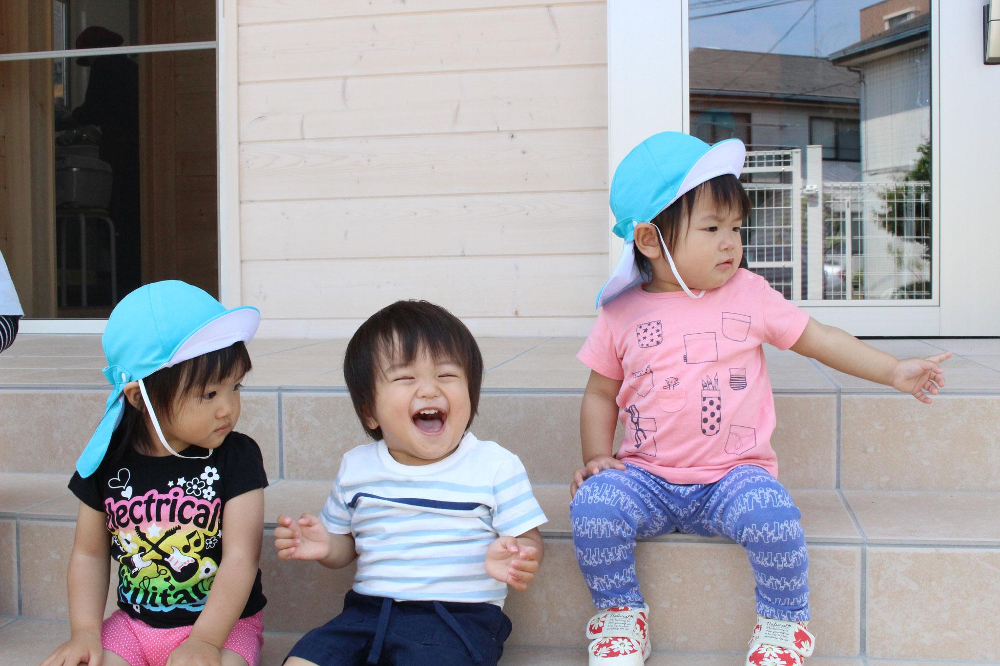 お外にでると ニッコリと 本当に いい笑顔です(^▽^)/ みんな Tくんの 笑顔に メロメロ キュンキュンですよ(⋈◍>◡<◍)。✧♡