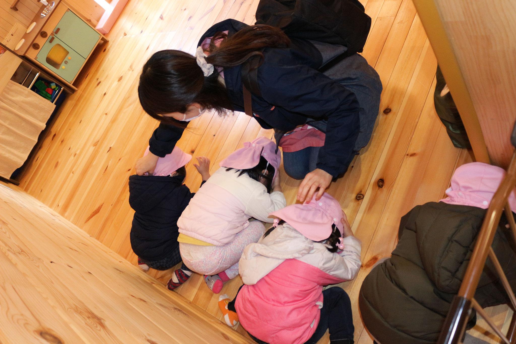 卒園まで あとひとつきのカプアさん 地震訓練では「ダンゴムシさんのポーズ」(*^▽^*)
