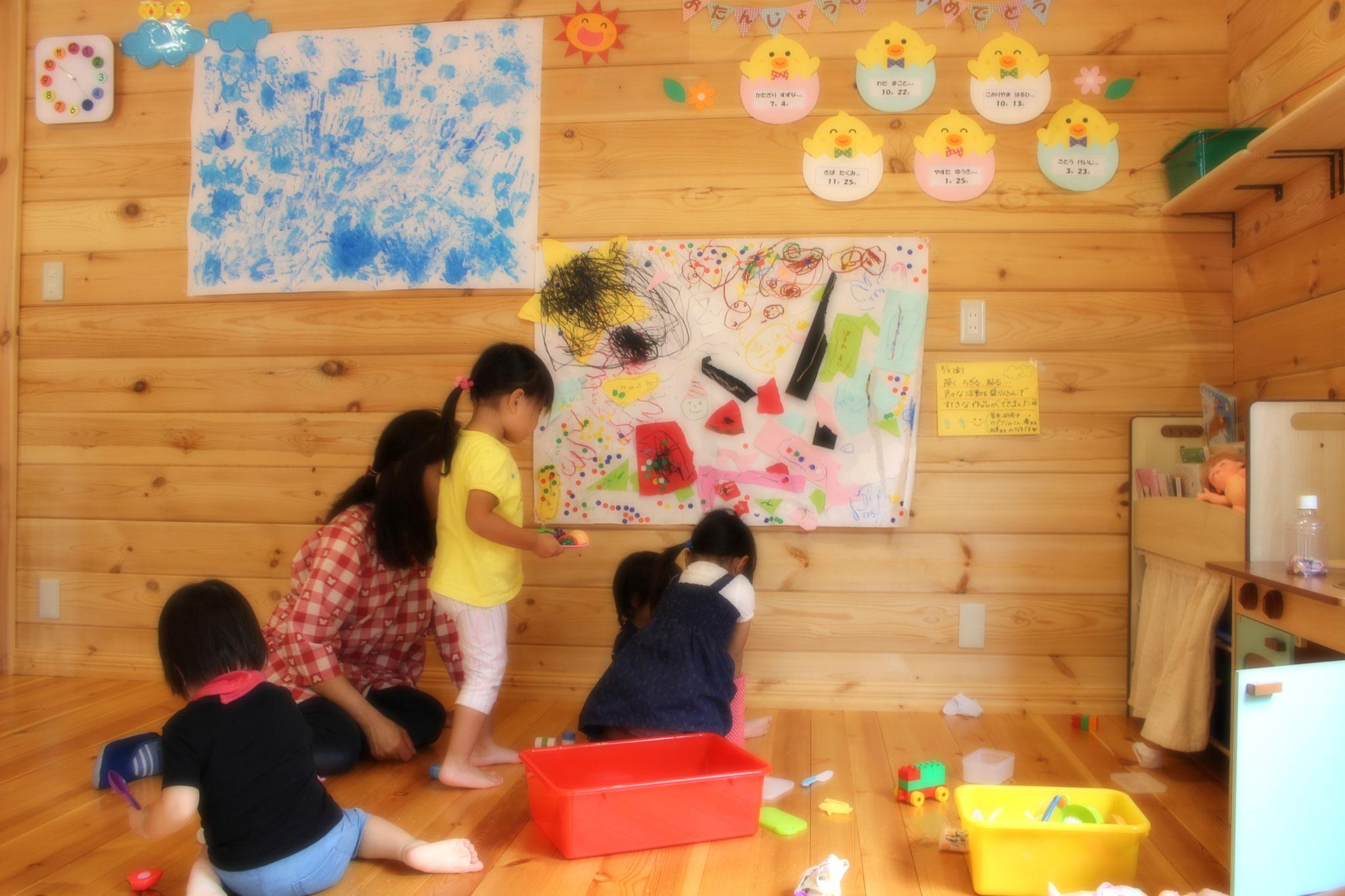 カプア組(2歳児)さんの壁面です みんなの大作だね\(^_^)/