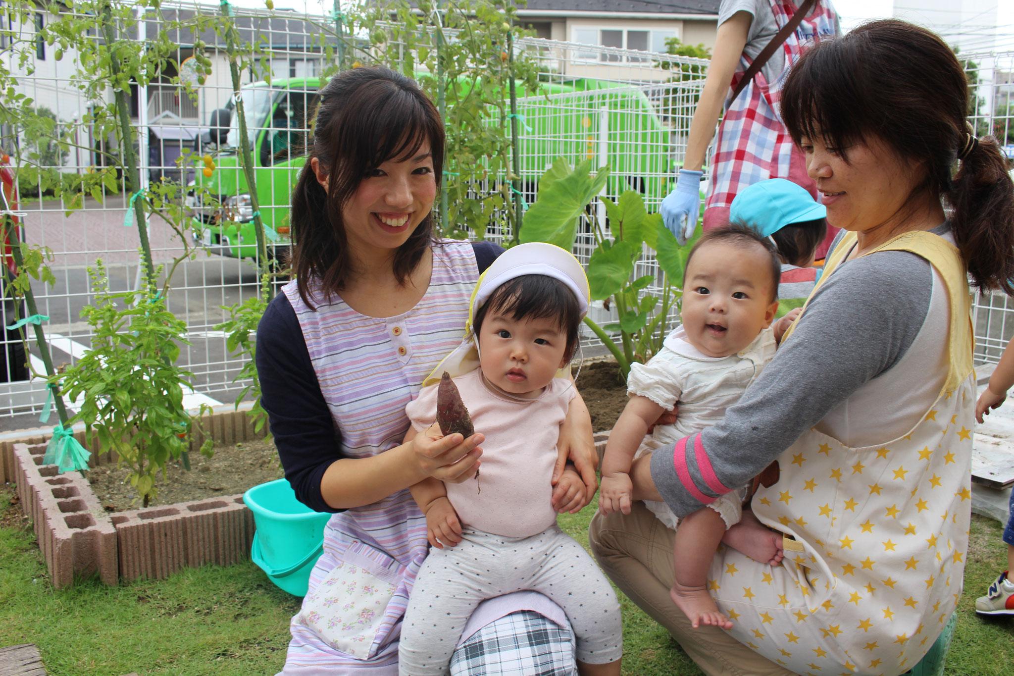 わたしたちは 先生に抱っこされながら みんなを応援してたの~(*^▽^*)