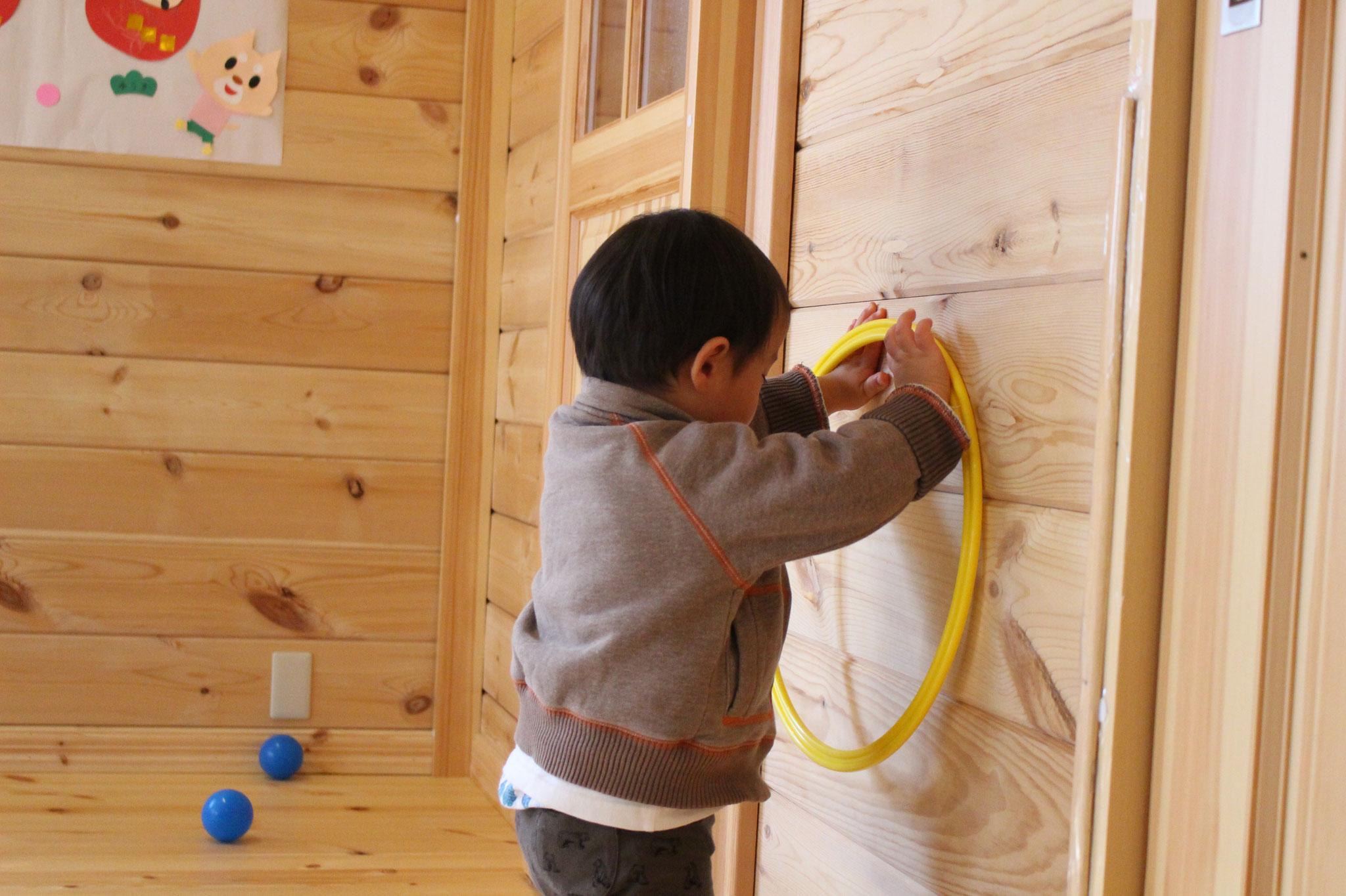 ドラえもんの 秘密道具で 壁をすり抜けるアイテムみたいな 活用をするなんて! 発想の豊かさを感じます!