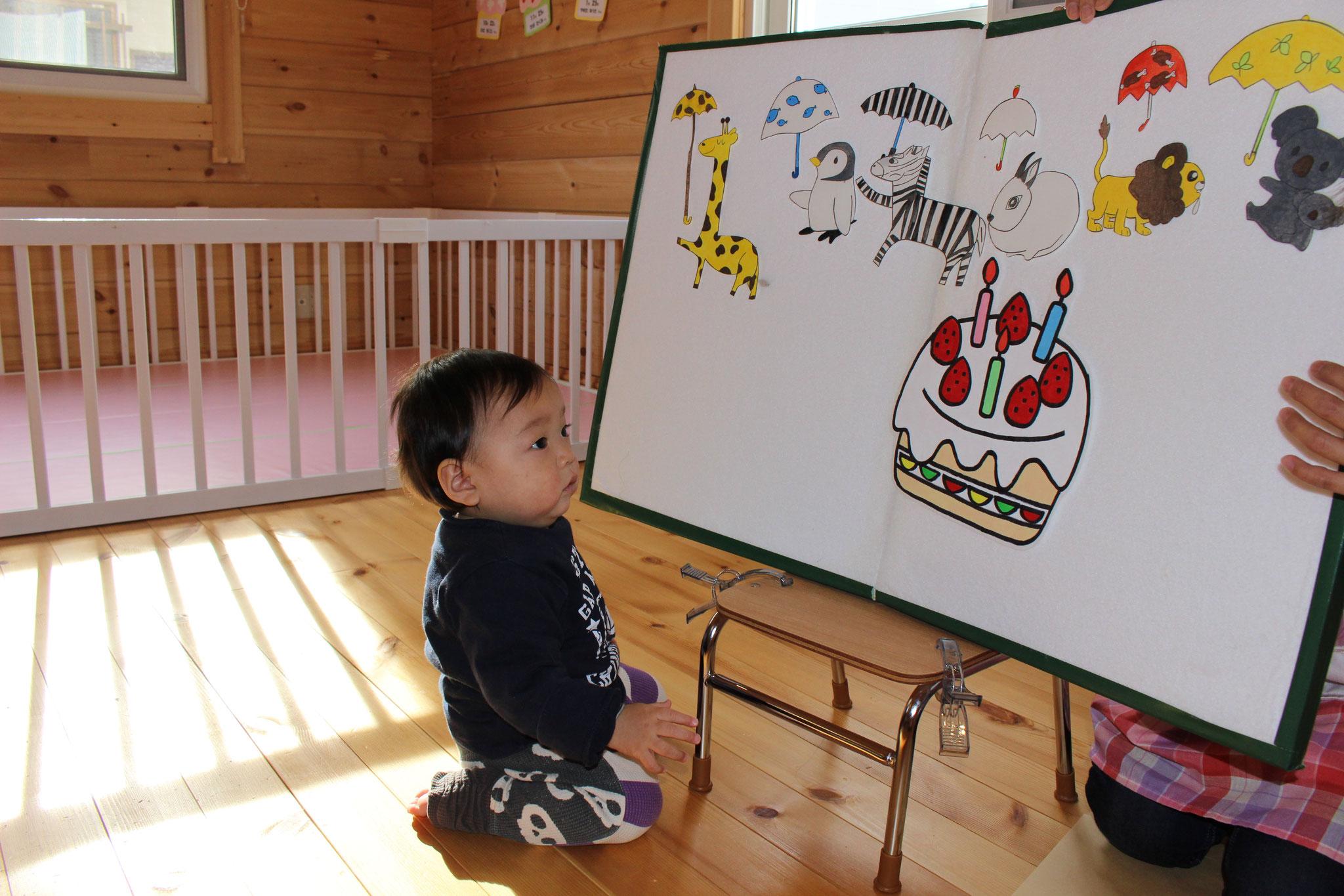 前日に 1歳の お誕生日をむかえた Kくん! おおきなケーキを どうぞ (*^-^*)