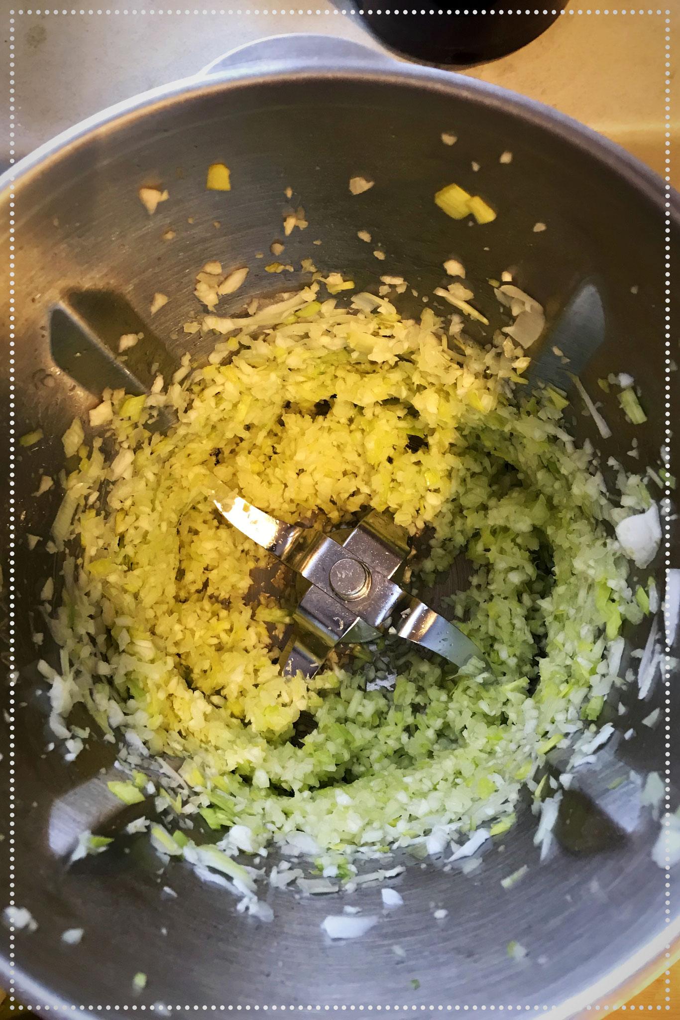 Mit der Küchenmaschine zerkleinern