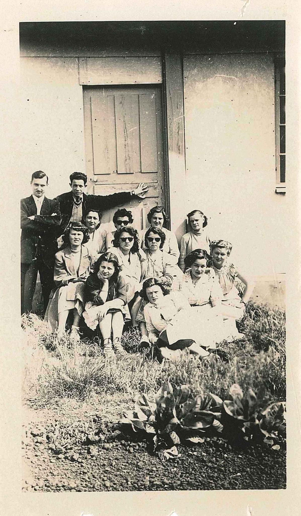 Grassi_ groupe devant CET Cours de commerce vers 1952