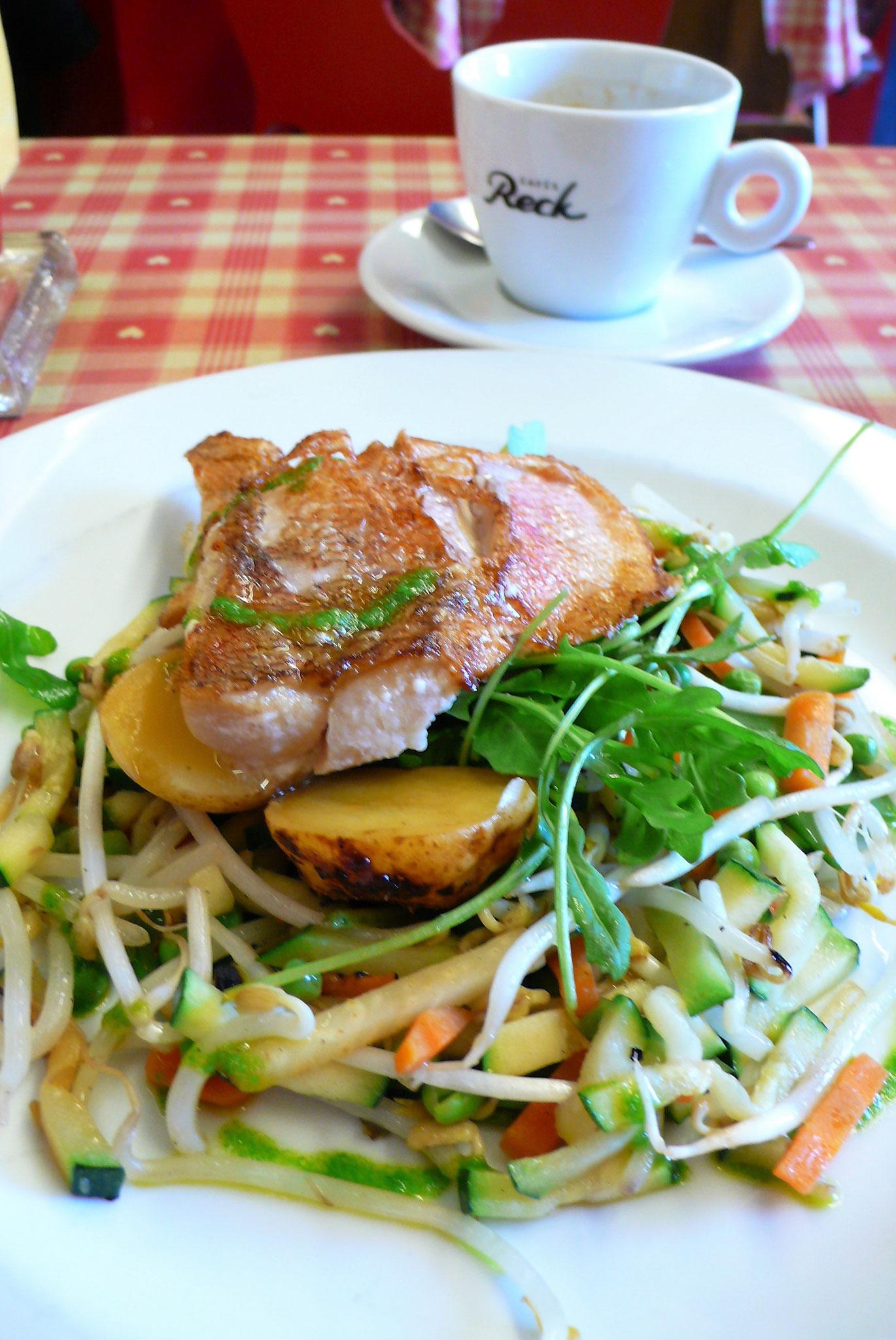 鯛のグリル加減も丁度よく、色んな種類のお野菜も新鮮でシャキシャキ