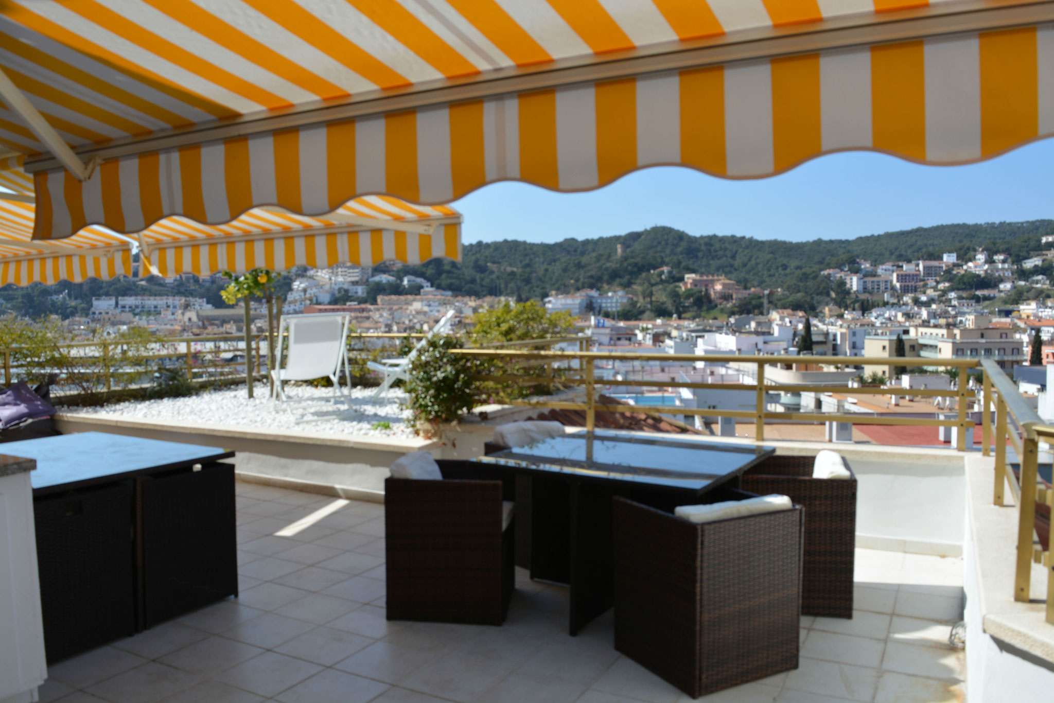 taula de còctel a la terrassa