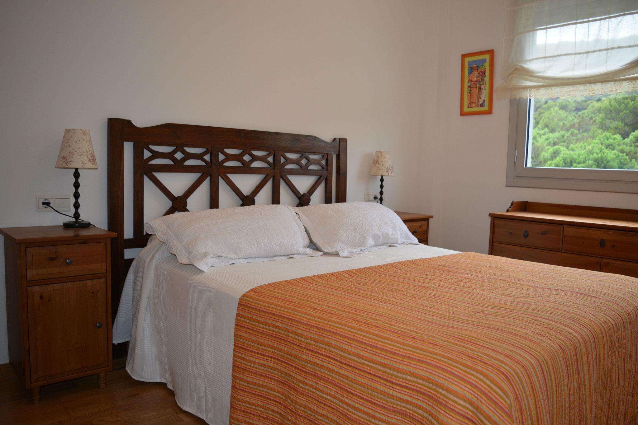 Dormitorio principal, con baño