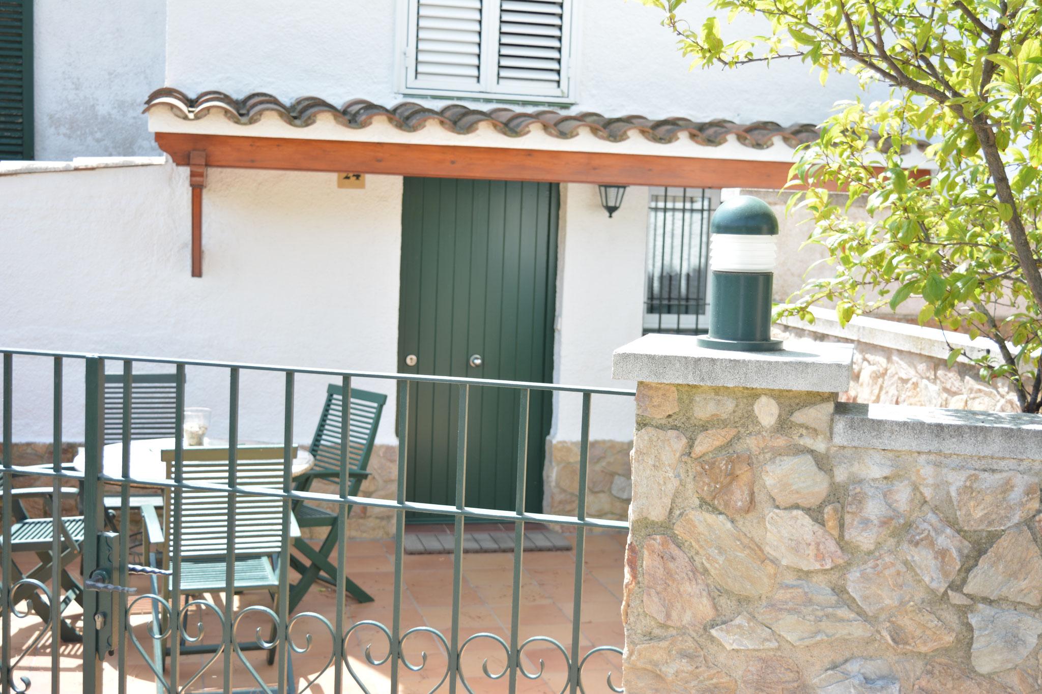 Entrance courtyard house