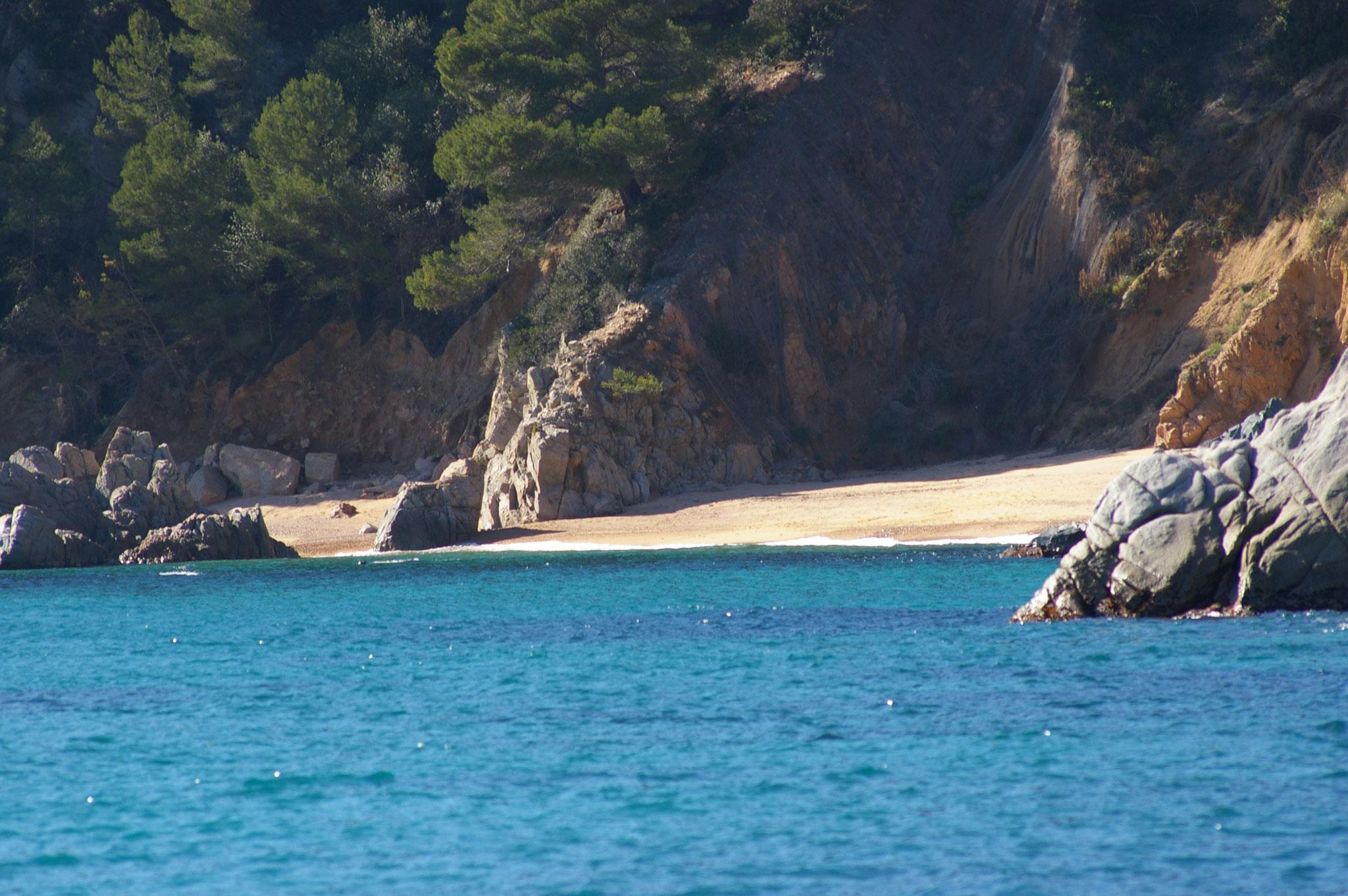 pequeña cala en la playa Santa María de Llorell