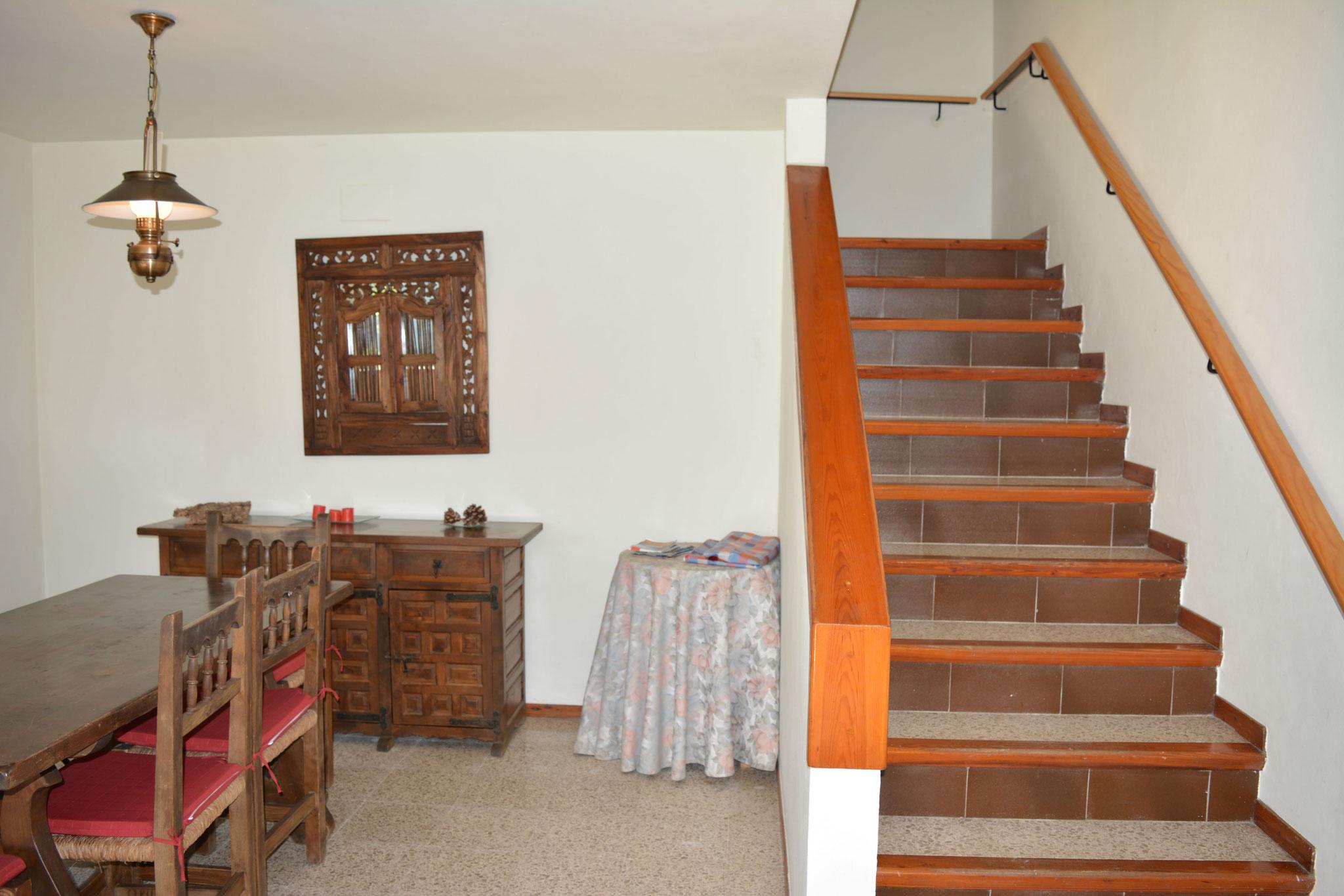 Escalier descendant du niveau d'entrée