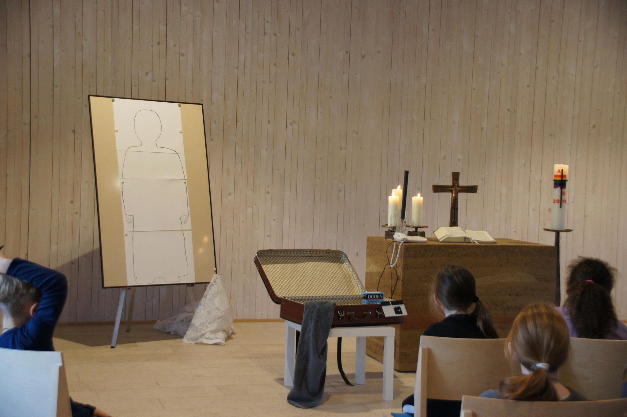 Was hat ein Koffer, ein Badehandtuch und eine Trauerkarte mit Maria zu tun?!