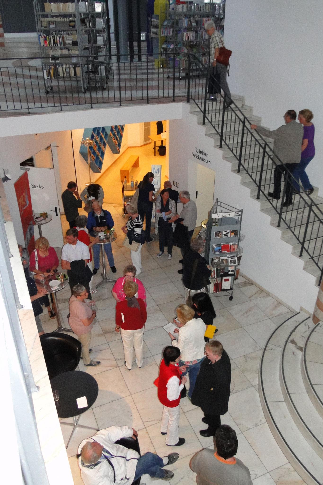 Offene Lesebühne für Hobbyautoren in der Stadtbücherei Lüdenscheid. Nach der Lesung