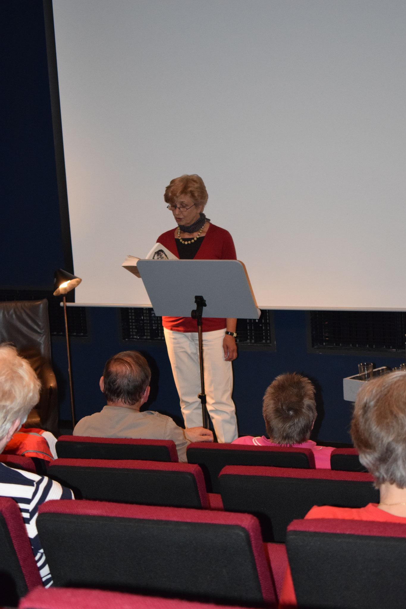 """Bellis Klee-Rosenthal liest aus ihrem Buch """"Containerprinz - Liebesgeschichte eines Flüchtlings"""""""