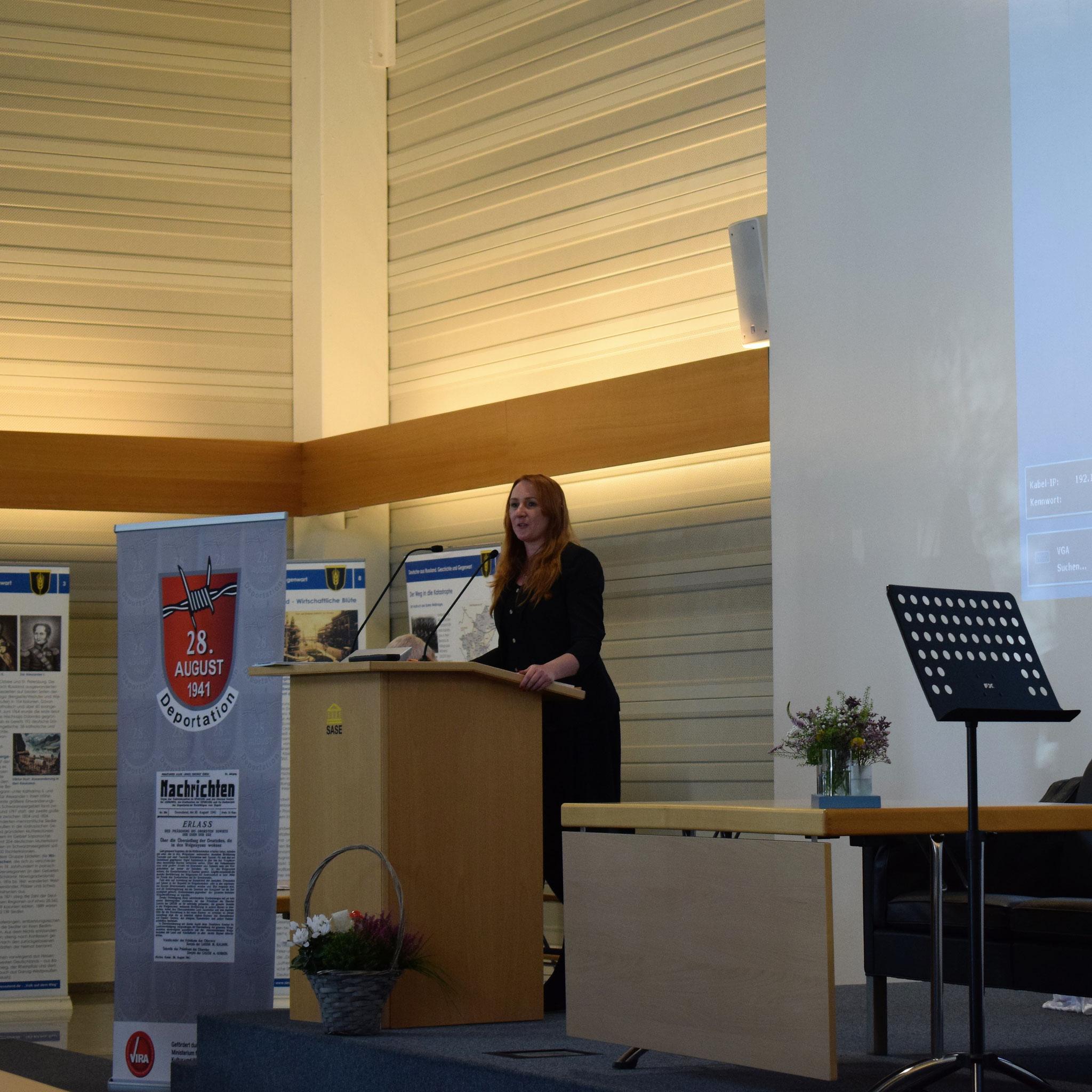 Katharina Martin-Virolainen liest aus ihren Werken