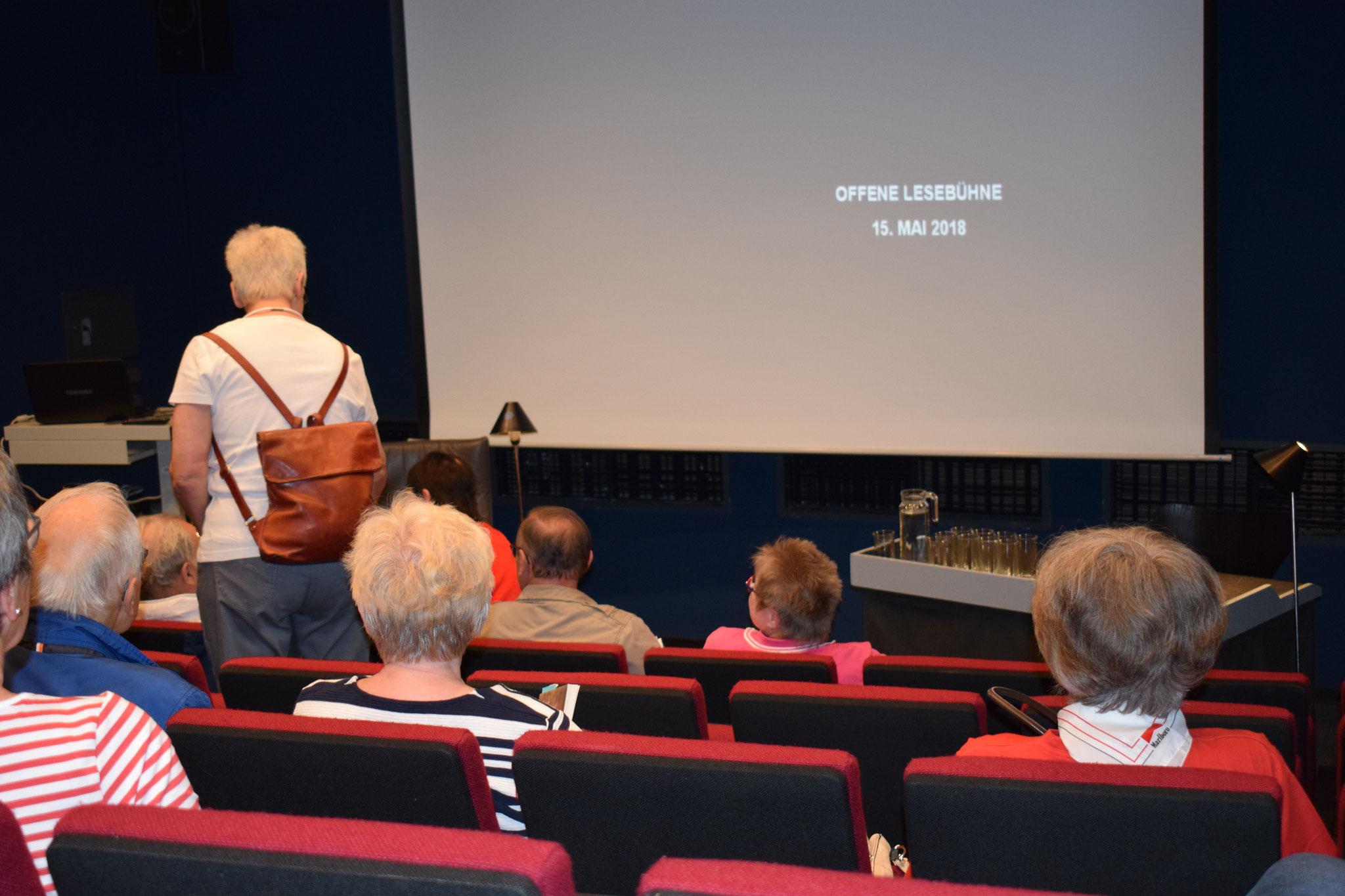 Offene Lesebühne für Hobbyautoren in der Stadtbücherei Lüdenscheid