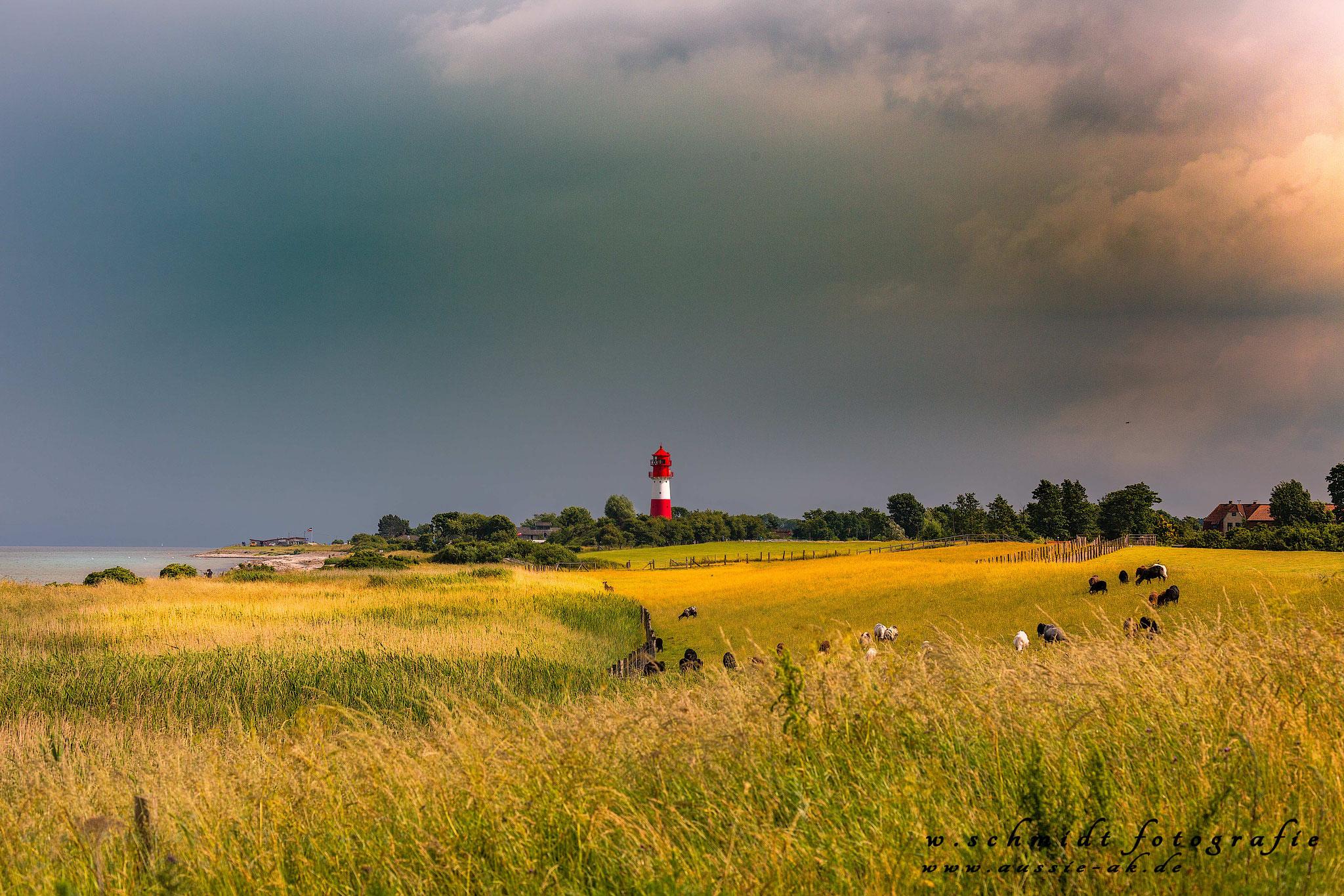 Leuchtturm vor Gewitter