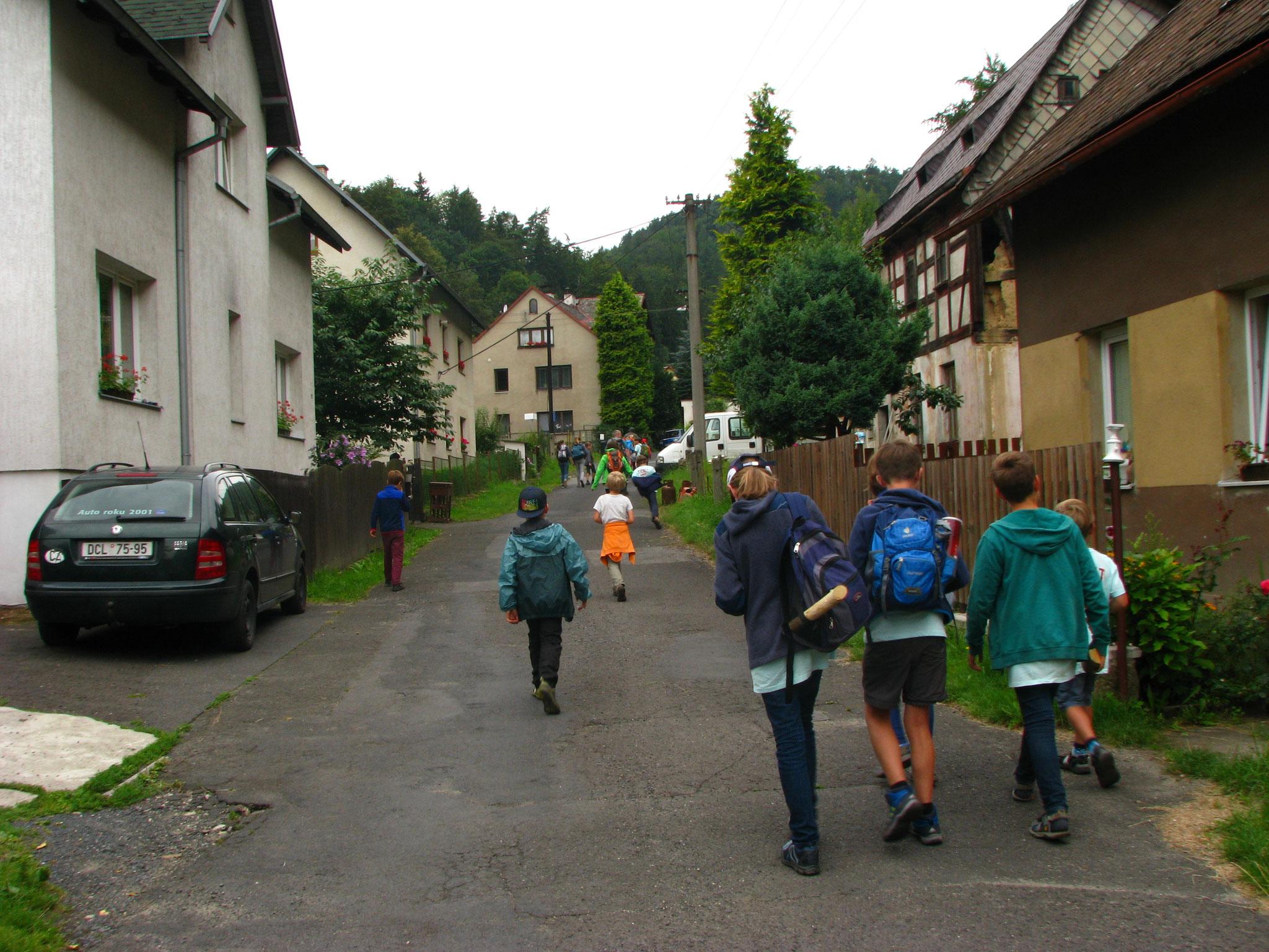 Wir laufen Richtung Wald