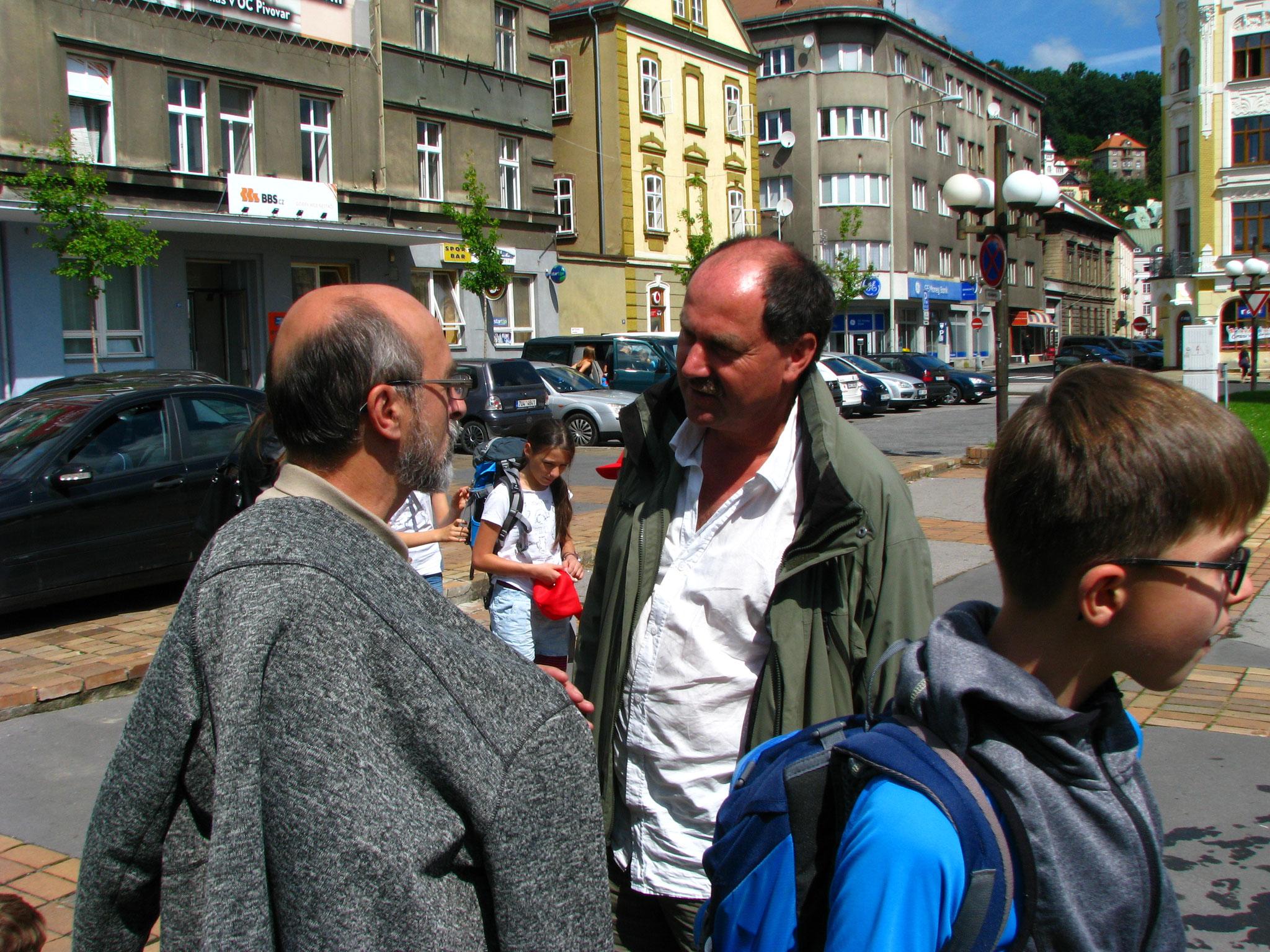 Karl Stein ist pünktlich zur Stelle, und begrüßt Herrn René Hermann