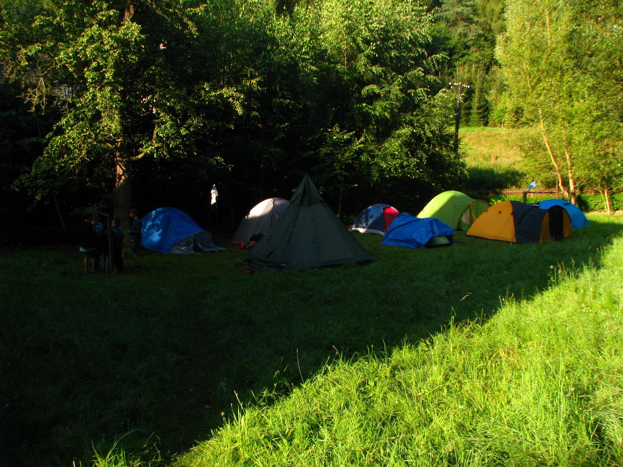 Das Zeltlager im Lichtspiel