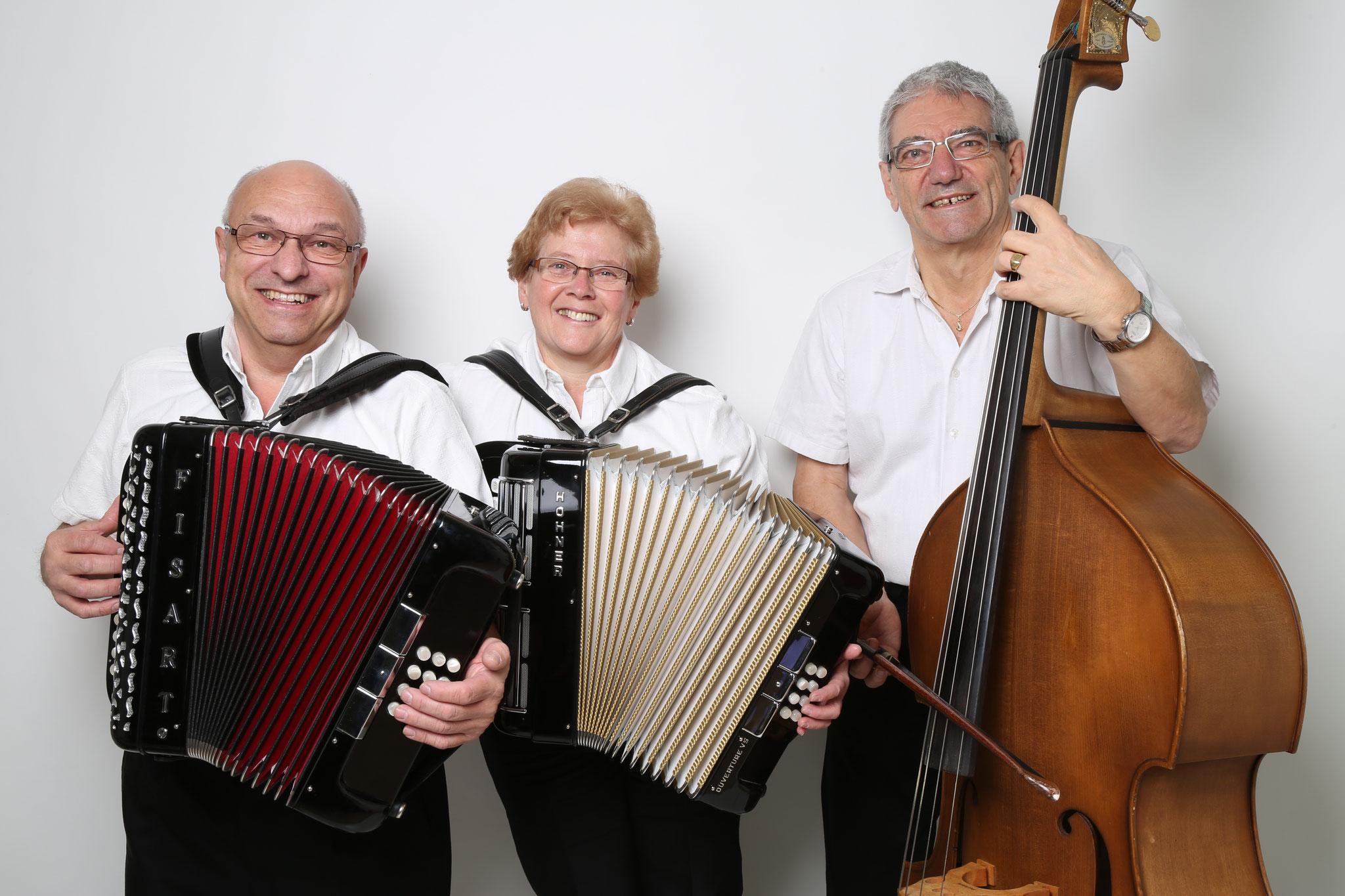 2016 mit Diat. Harmonika (Hohner und Fisart) Adi Schmidiger Bass