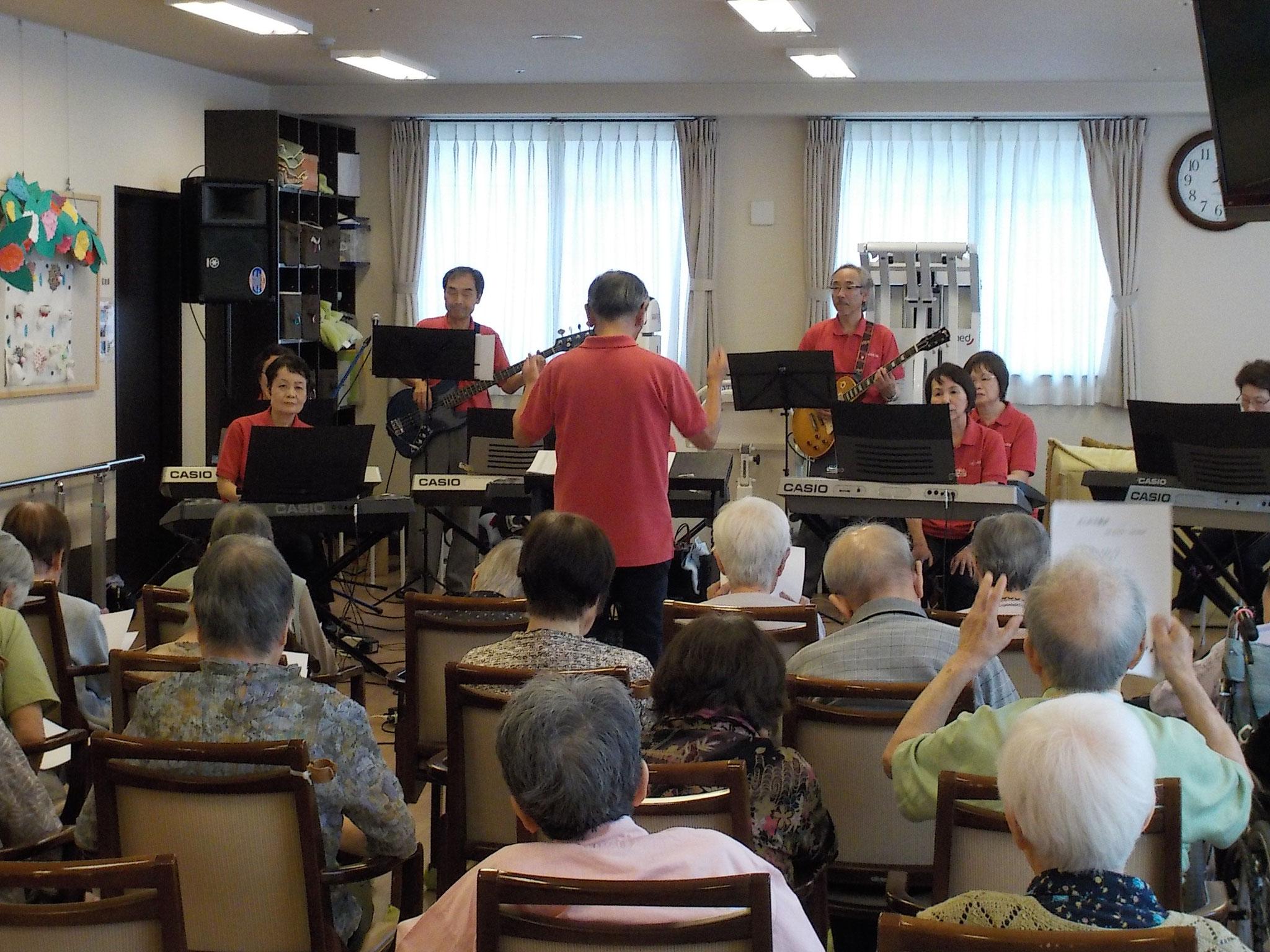 演奏会は一時間、10曲。昭和歌謡、ポピュラー、オリジナルなど。