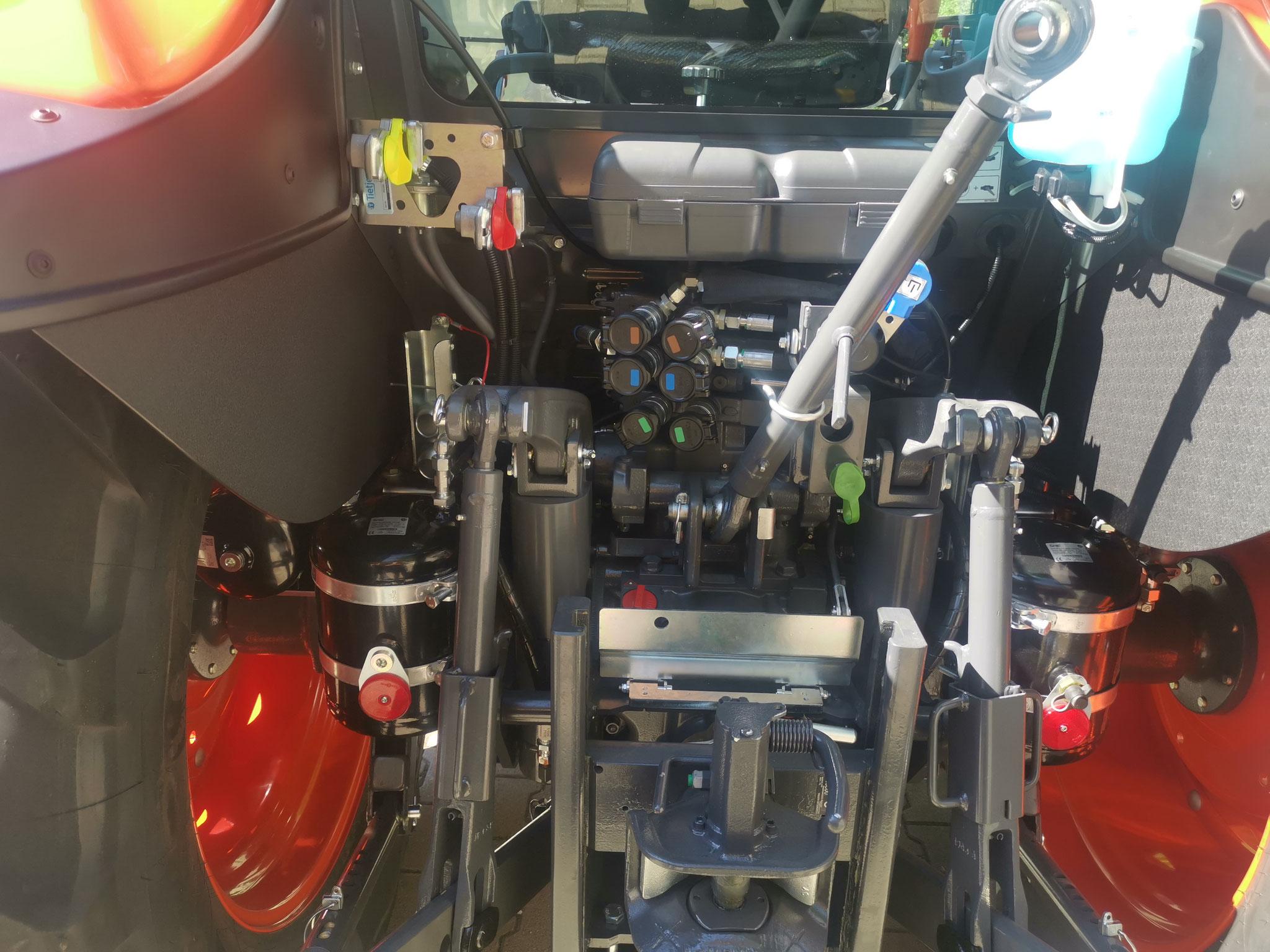Automatisches Zugmaul Scharmüller, EU-Luftdruckbremsanlage und CH 1-Leiter Bremsanschluss hydraulisch, Heckhubwerk mit 4.1 t Hubkraft