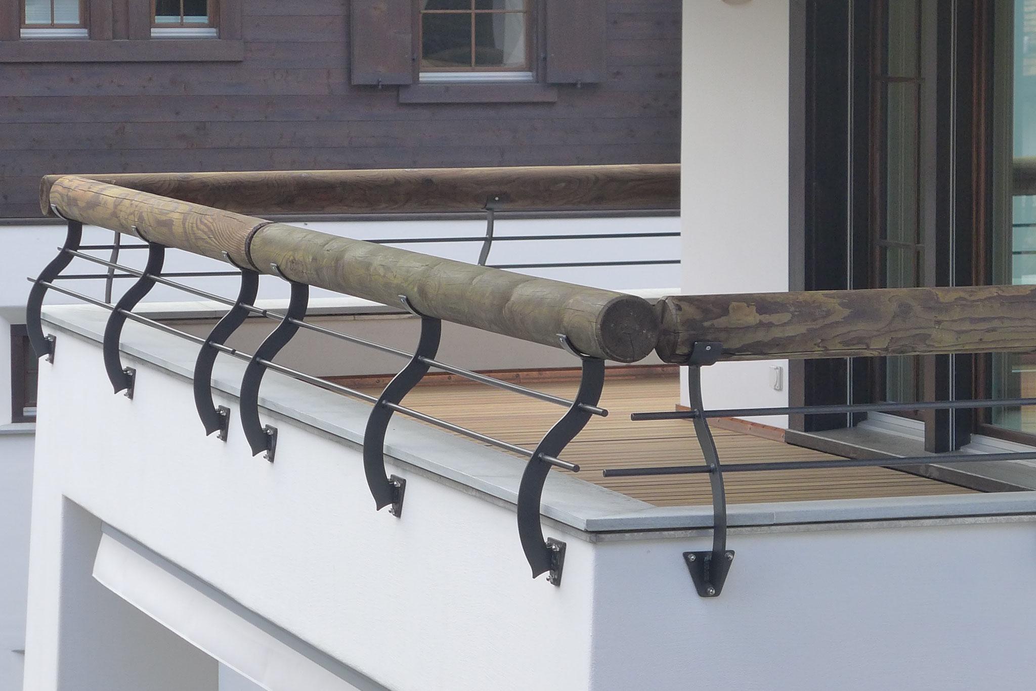 Geländer auf Balkon Brüstung