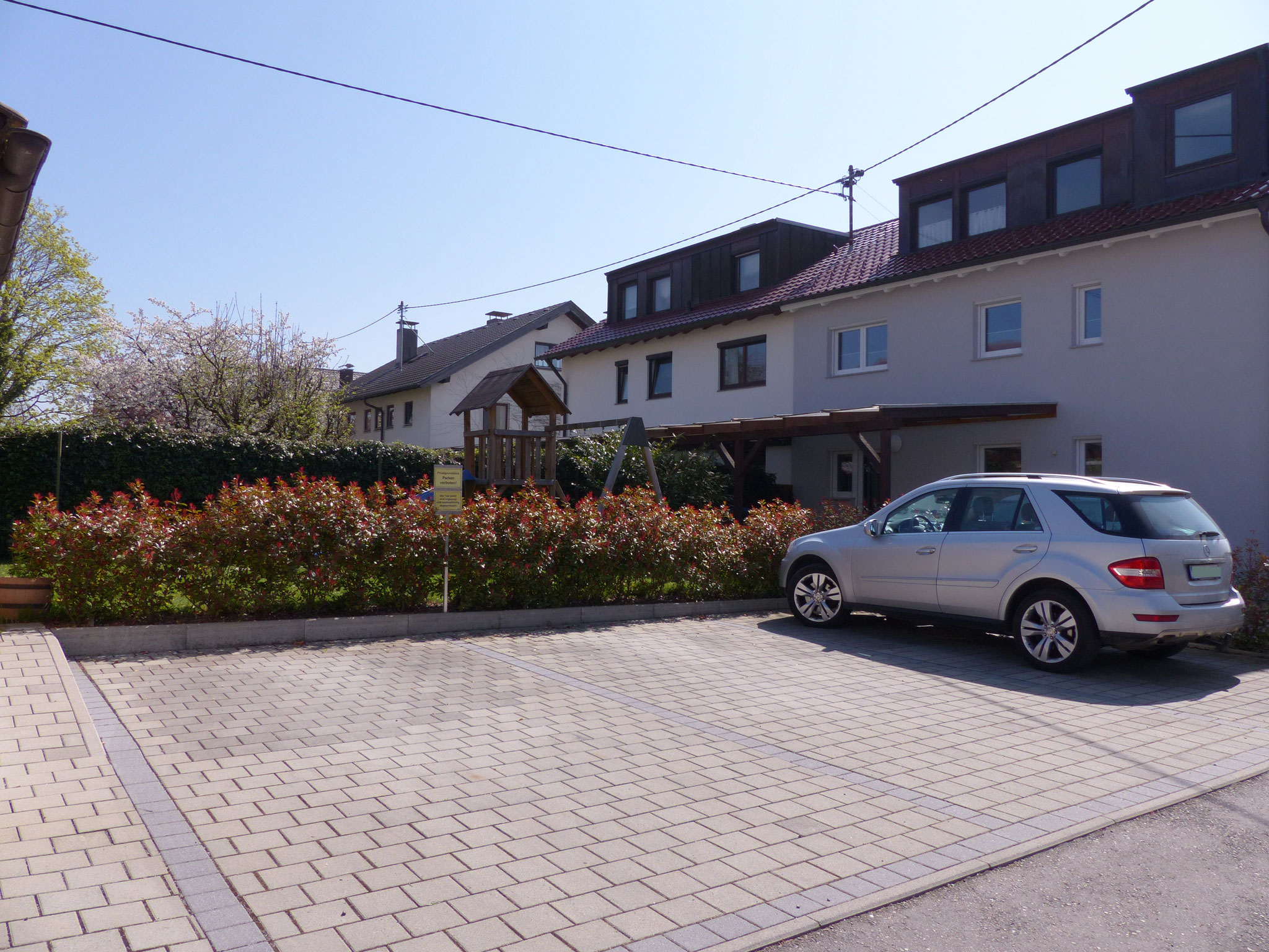 Parkplätze direkt am Haus vorhanden
