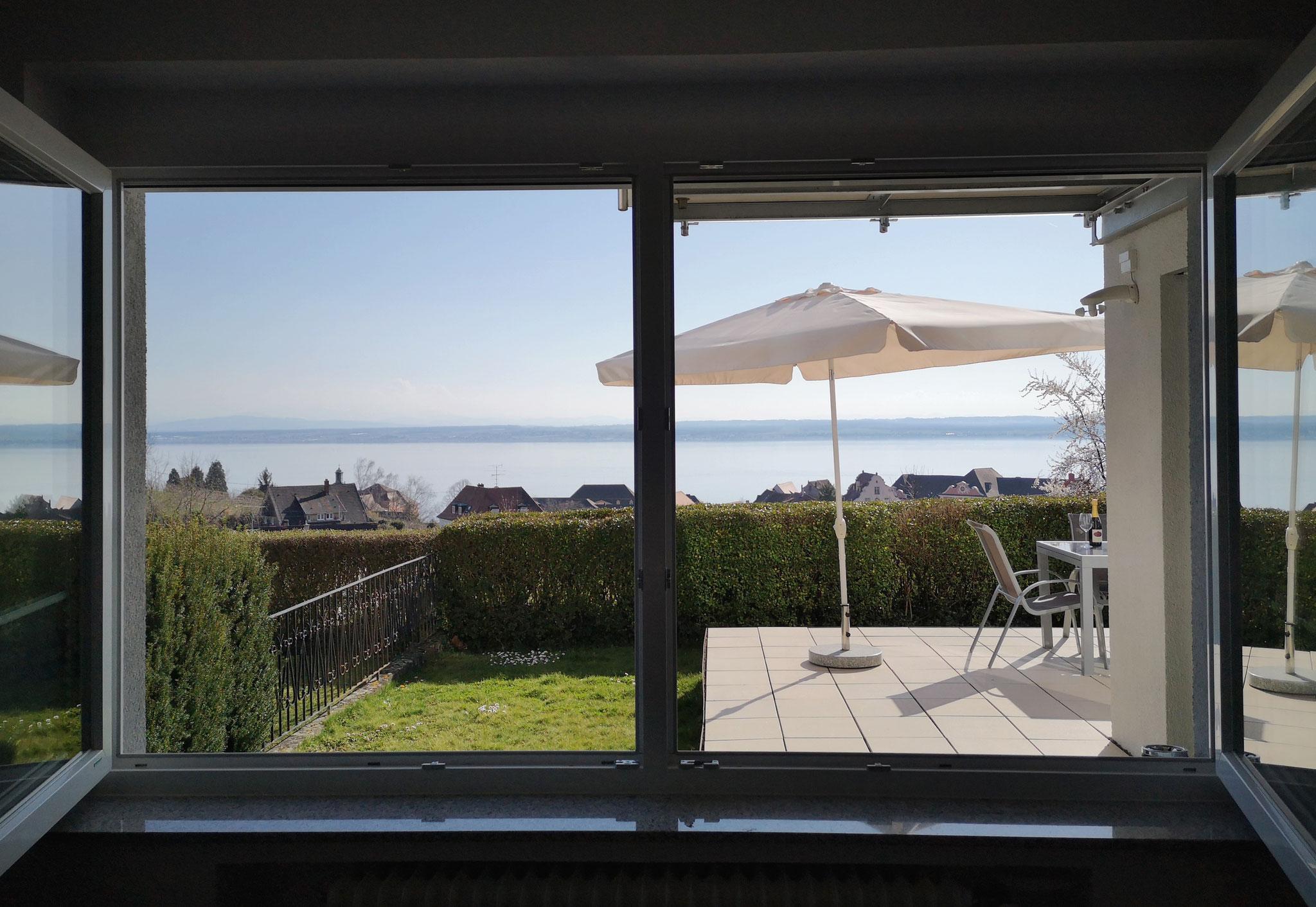 Ausblick vom Schlafzimmer auf den See