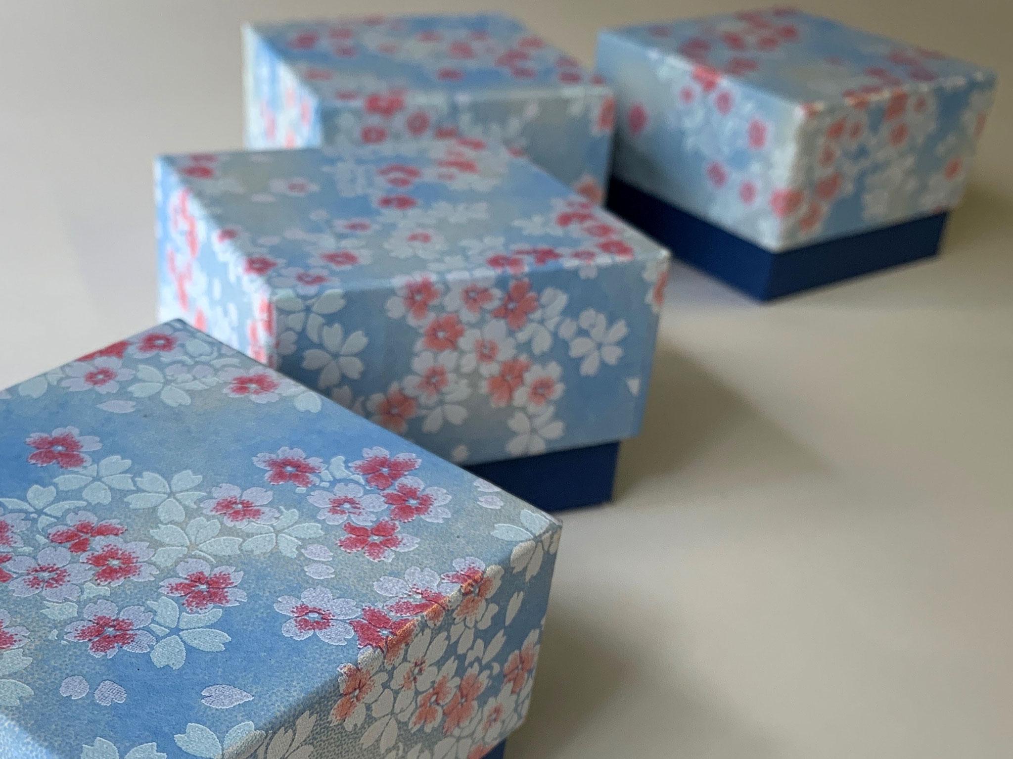 千代紙を使って別注で作製した貼り箱はスイスへ発送しました