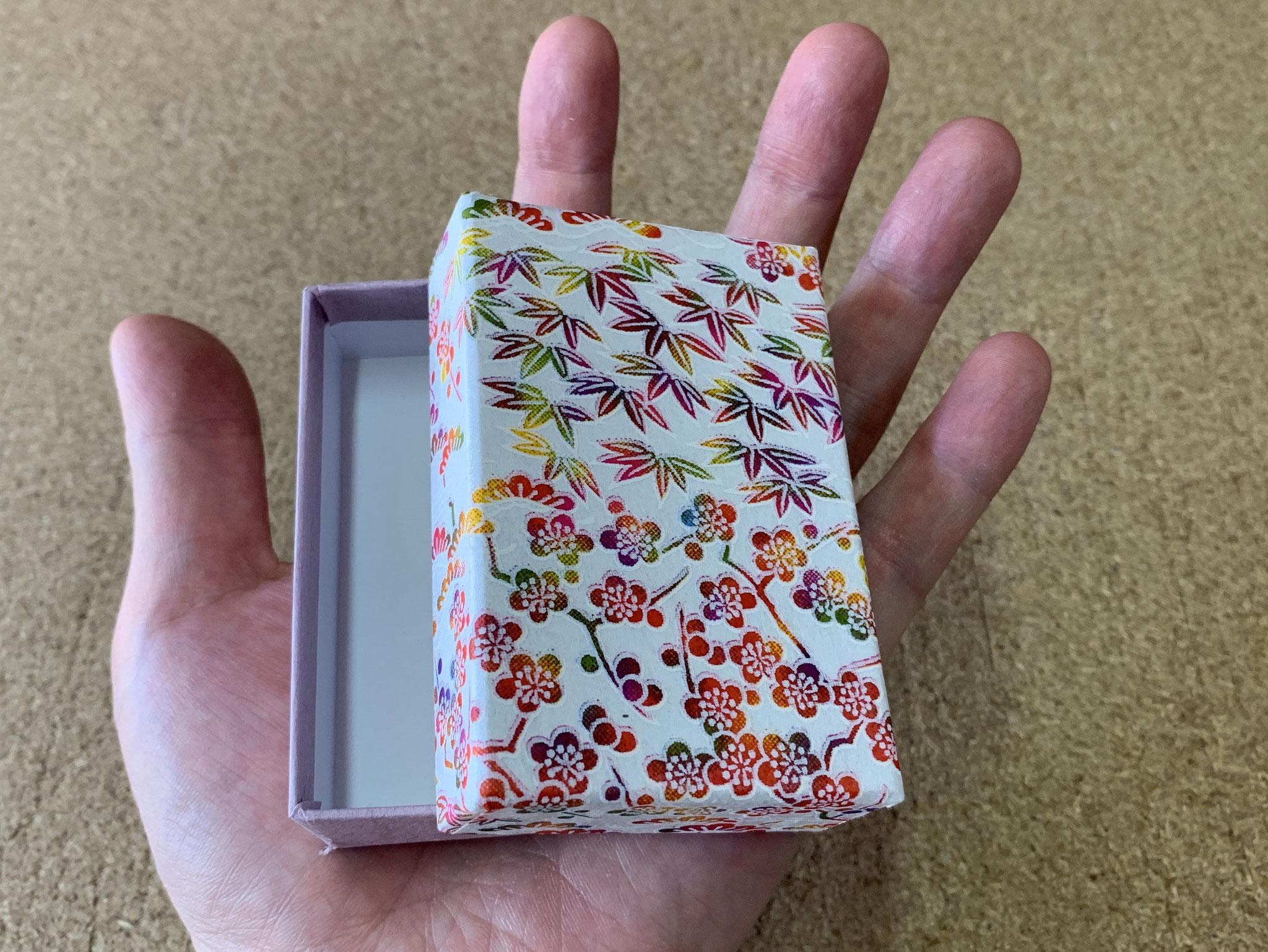 商品用の貼り箱を千代紙と民芸紙の組み合わせで5種類別注で作製しました