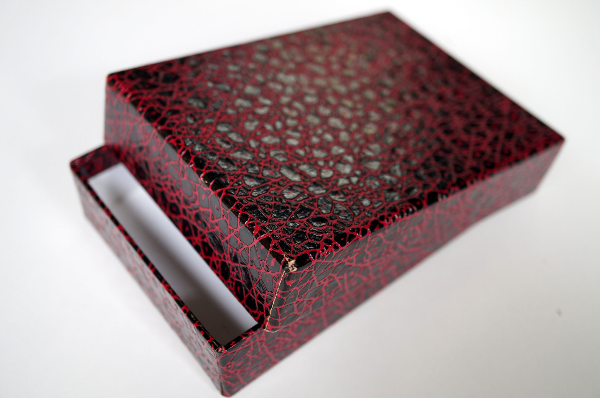 小間紙という加工紙で作製した貼り箱の事例になります