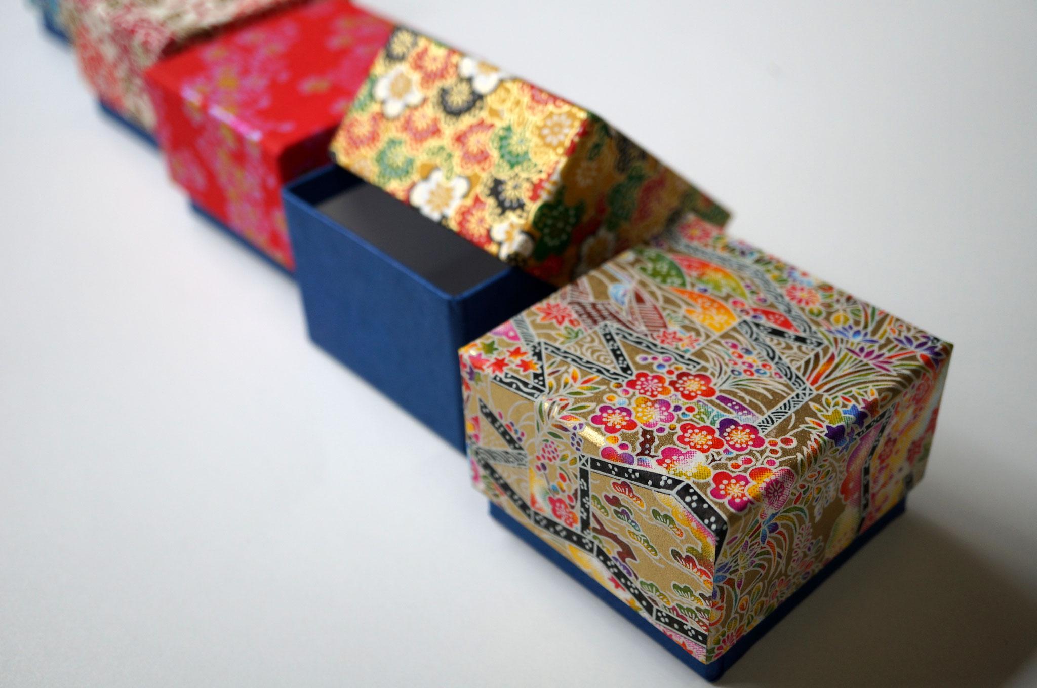 千代紙を使って別注で作製した貼り箱