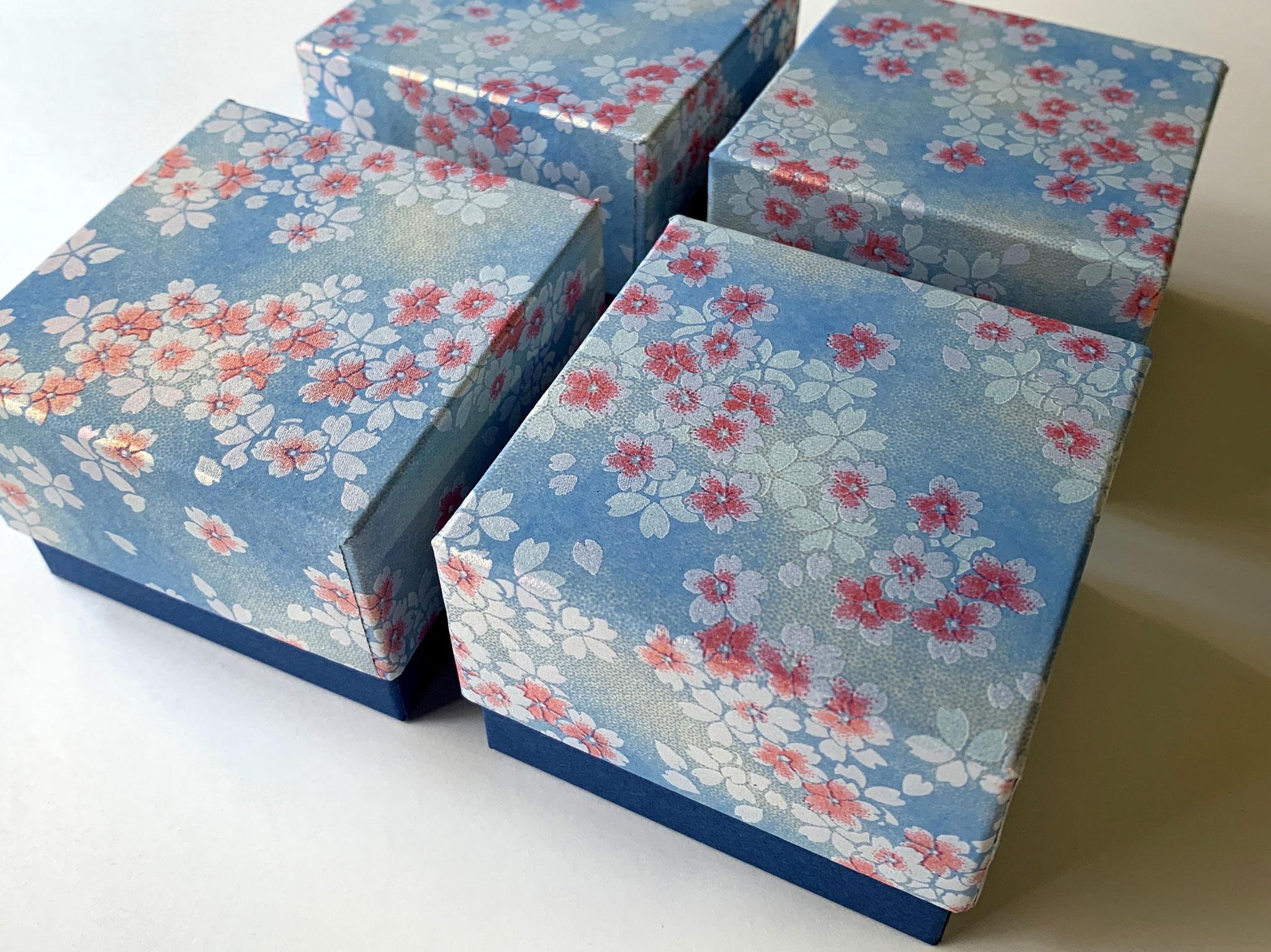 青を基調にして手加工で作製した千代紙と鳥の子紙の貼箱