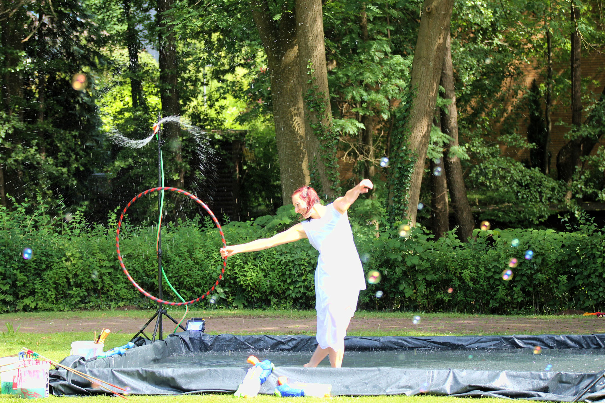 Tanzen im Wasser mit Hula Hoop  |Foto: Verwünscht Photografie
